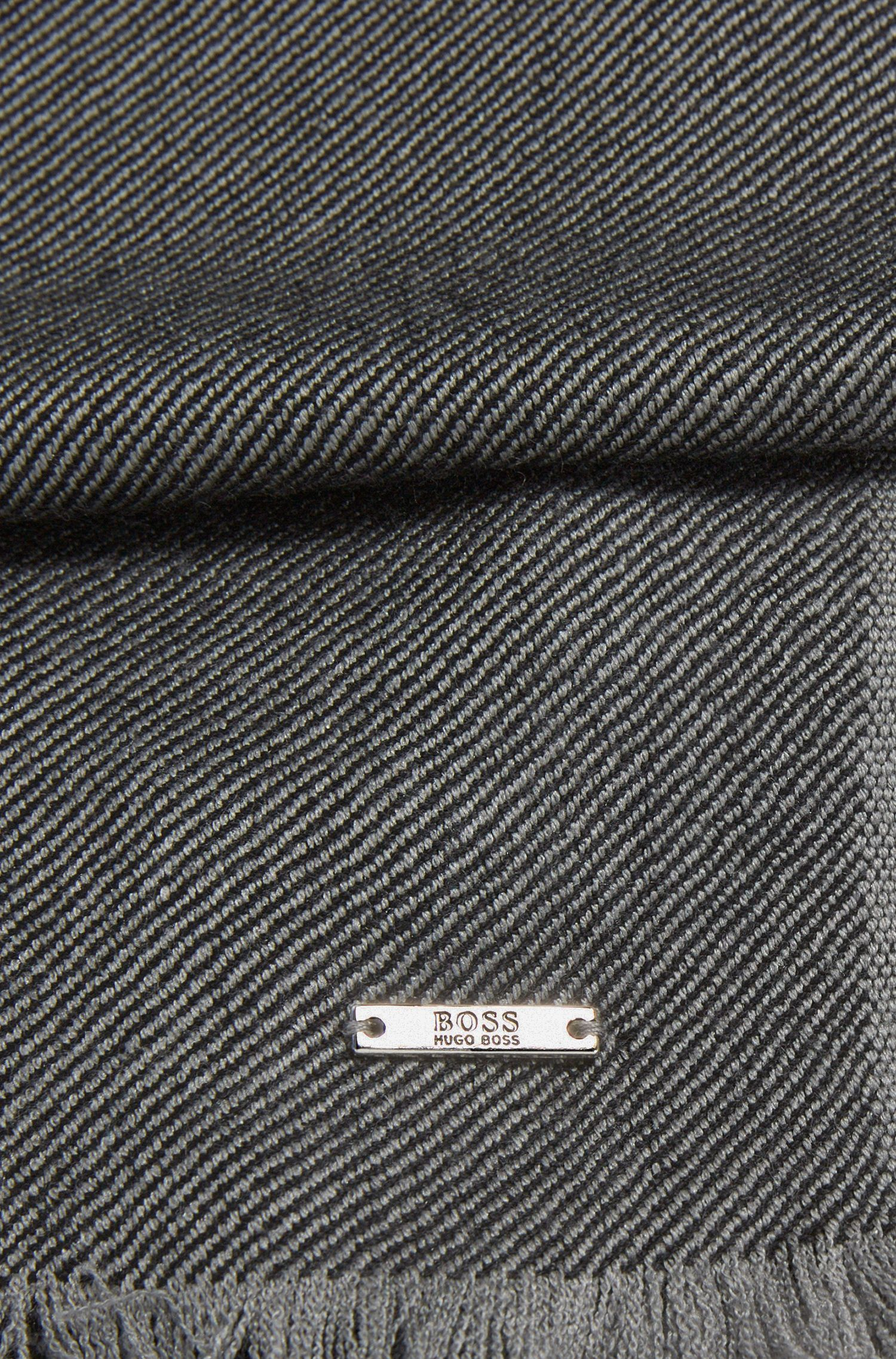 Gestreifter Tailored Schal aus Schurwoll-Mix mit Seidel: 'T-Herasio'
