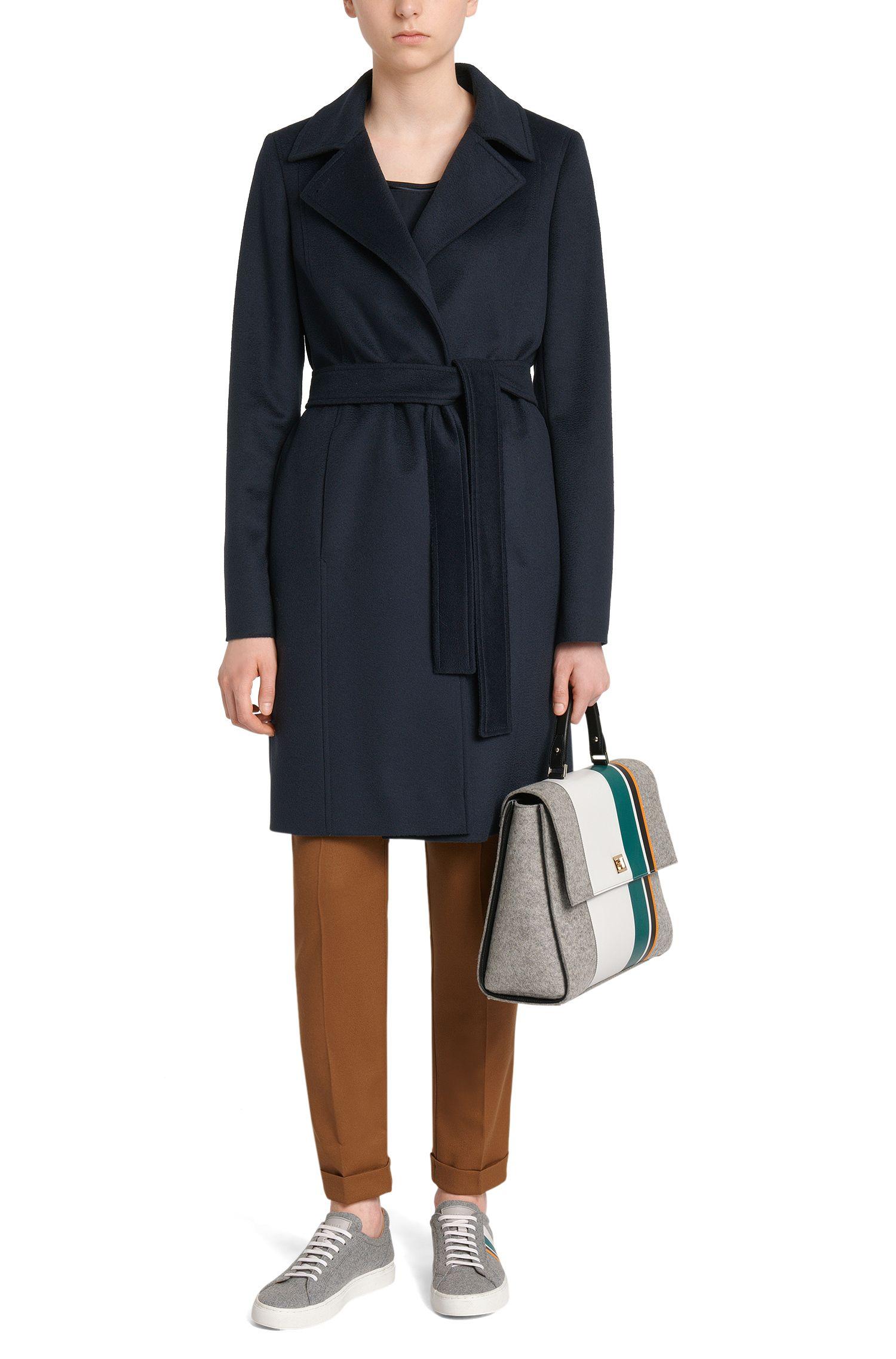 Manteau en pure laine vierge doté d'une ceinture à nouer: «Canika»