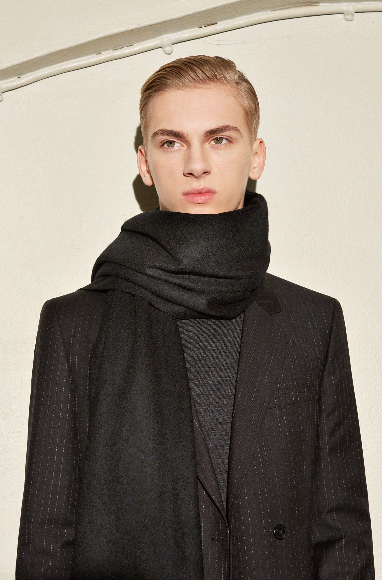 Unifarbener Schal aus Woll-Mix mit Kaschmir: 'Men-Z 451'