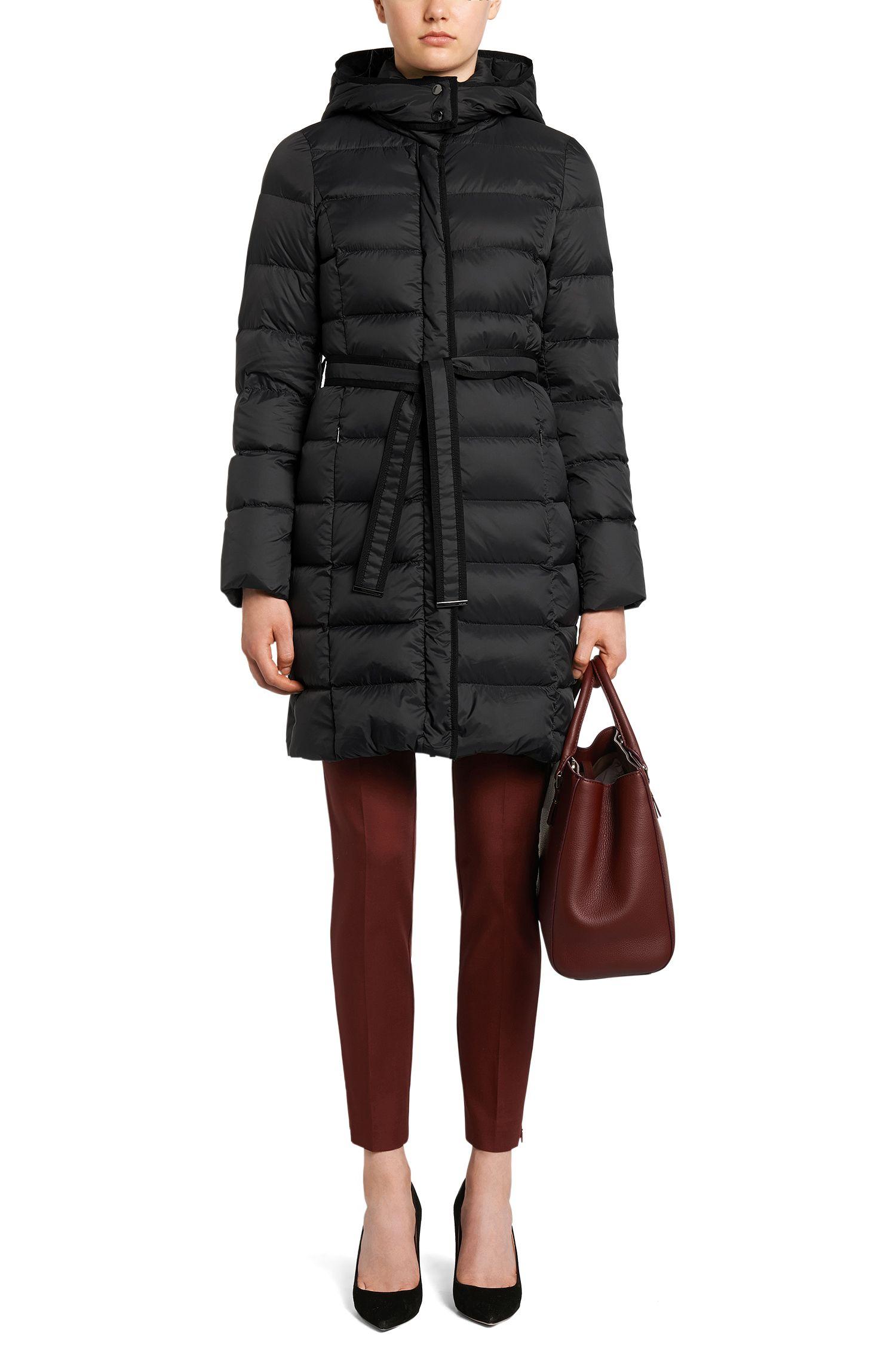 Gewatteerde mantel met donsvulling en ceintuur: 'Pavina'