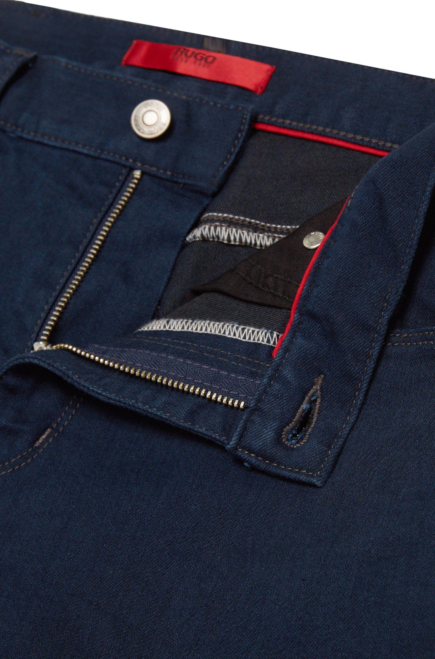 Jeans Slim Fit en coton mélangé à la finition rinsed: «HUGO734»
