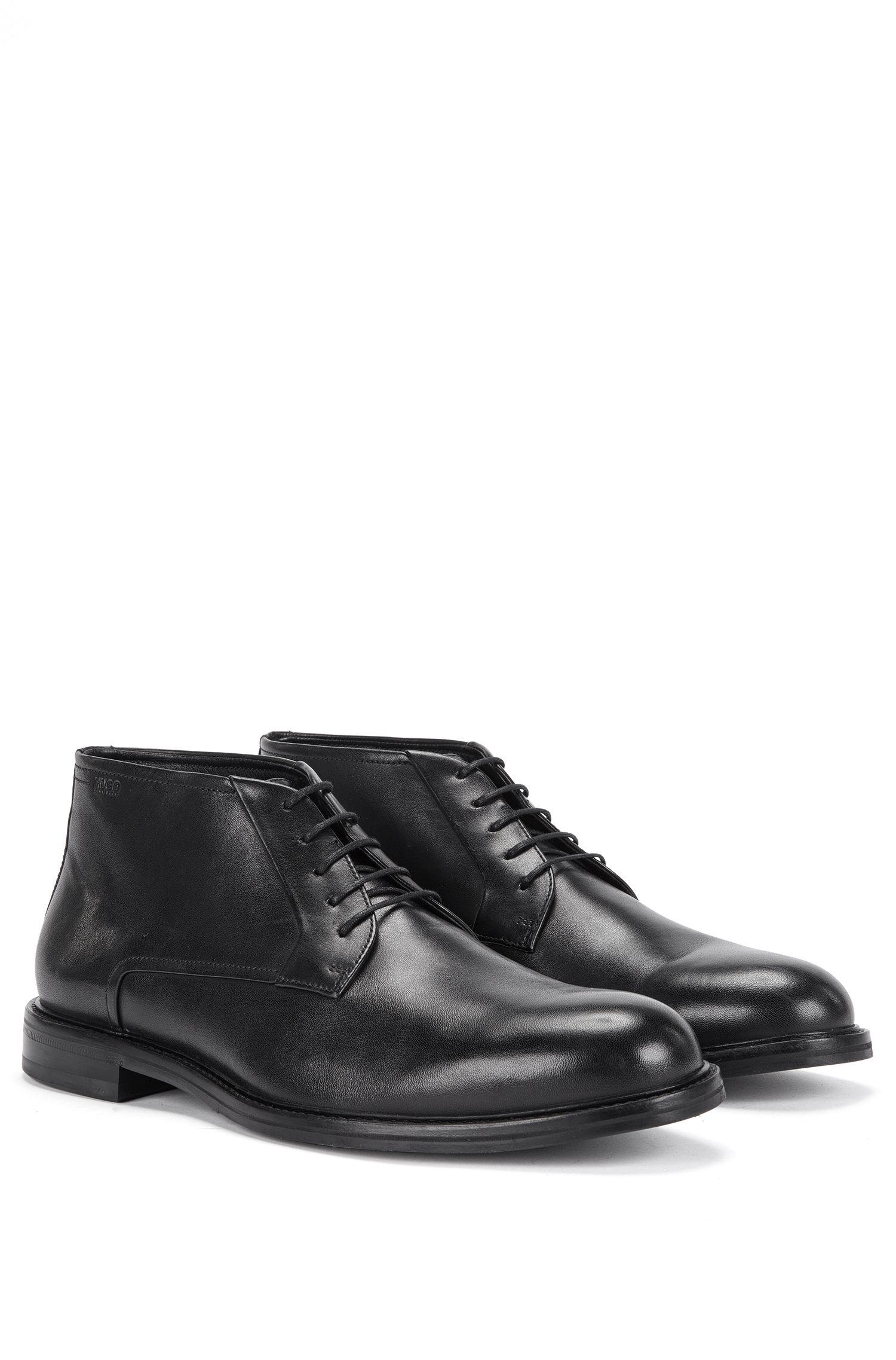 Chaussures à lacets à hauteur de cheville en cuir lisse au style bottines chukka: «Neoclass_Desb_bu»