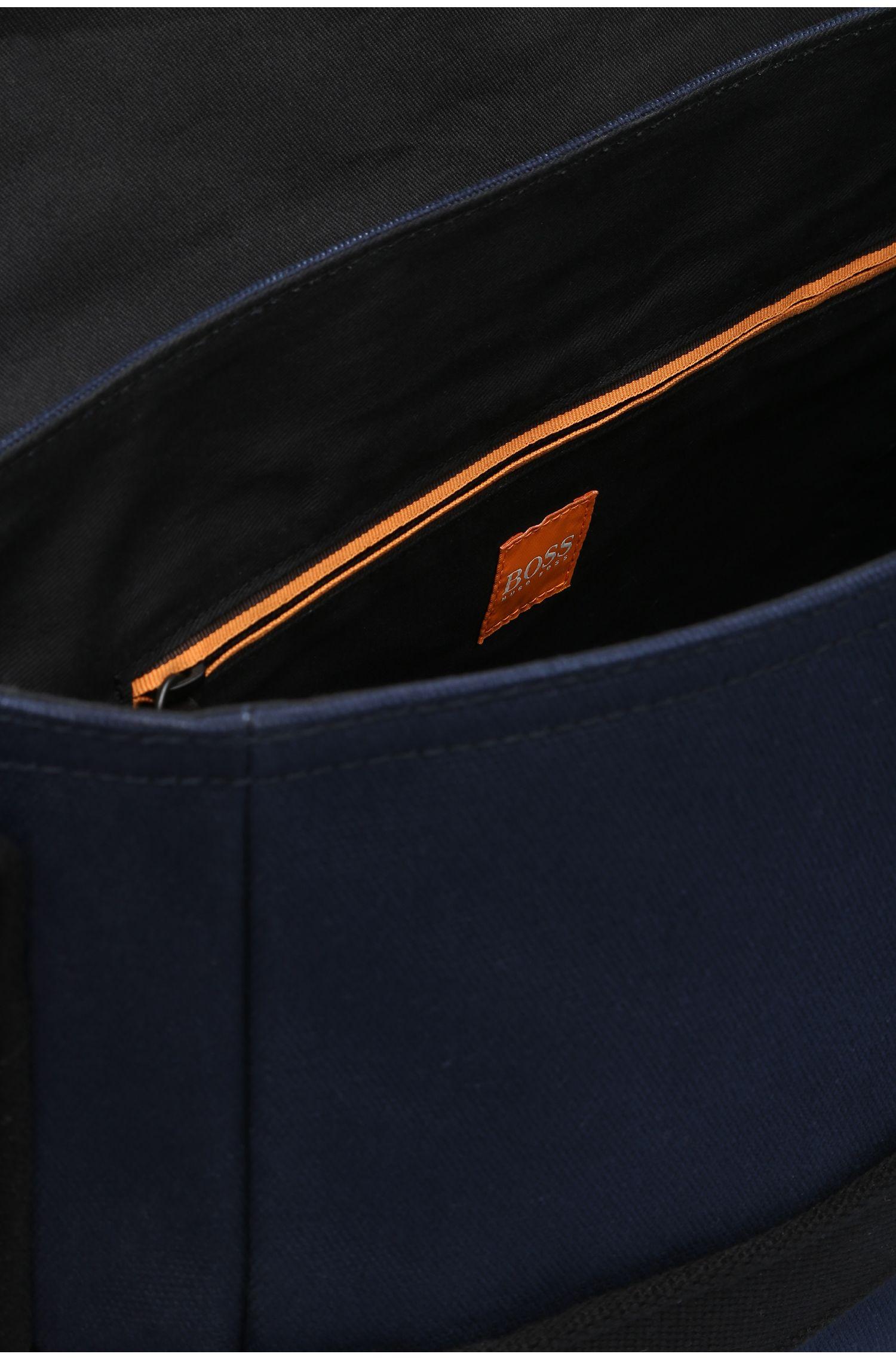 Messenger bag van canvas met leren garneersels: 'Adventure_Mess flapp'