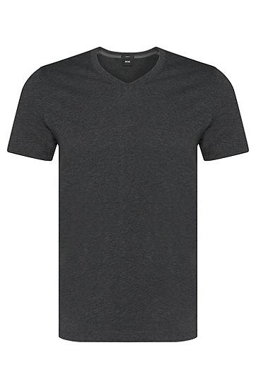 Artikel klicken und genauer betrachten! - Dank der extra feinen Jersey-Qualität überzeugt das BOSS T-Shirt aus Baumwolle mit einem besonders angenehmen Tragegefühl. Seine schmale Schnittform zeichnet eine moderne Silhouette, der fein gerippte V-Ausschnitt komplettiert das cleane Design. Tolles Herren-Shirt für den täglichen Casual Look. | im Online Shop kaufen