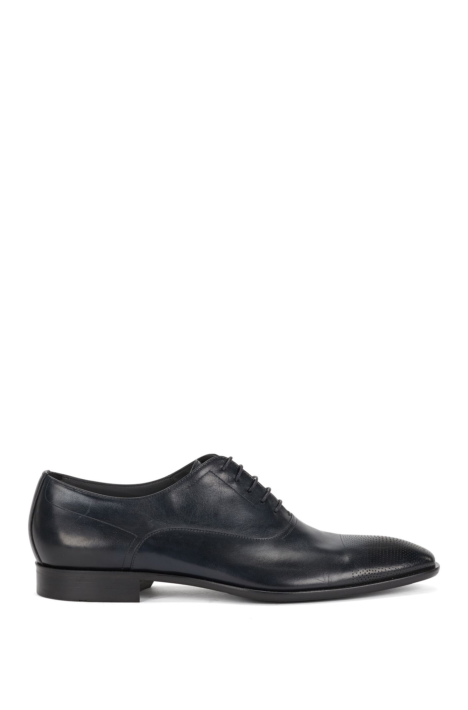 Leather lace-up shoes with perforated toes: 'Chelsea_Oxfr_ltct'