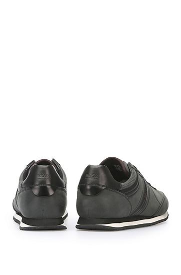 Sneakers aus gewachstem Leder: ´Bushwick_Tenn_cv`, Schwarz