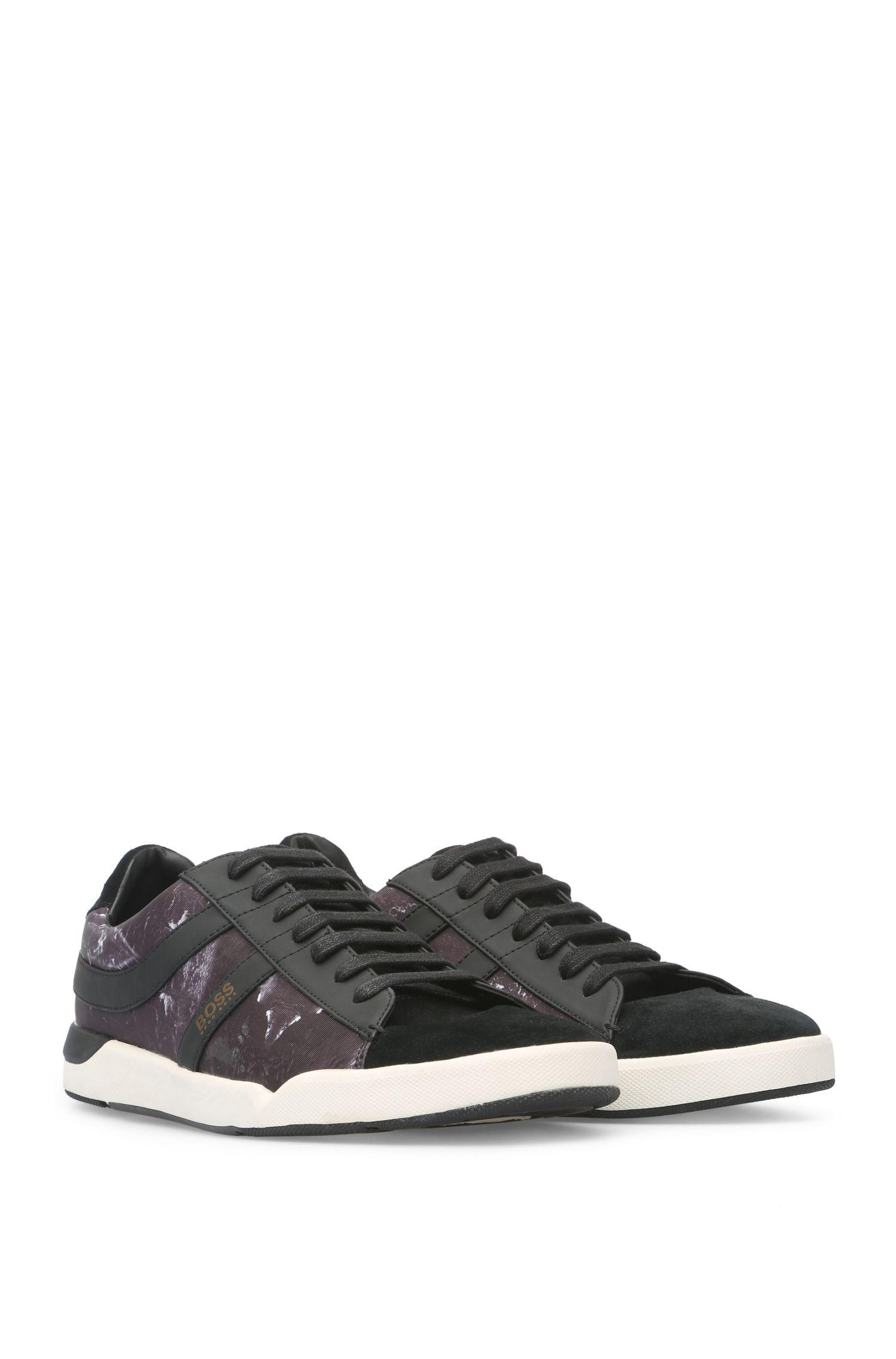 Sneakers aus einem Material-Mix mit Textil und Velours: ´Stillnes_Tenn_nypr`