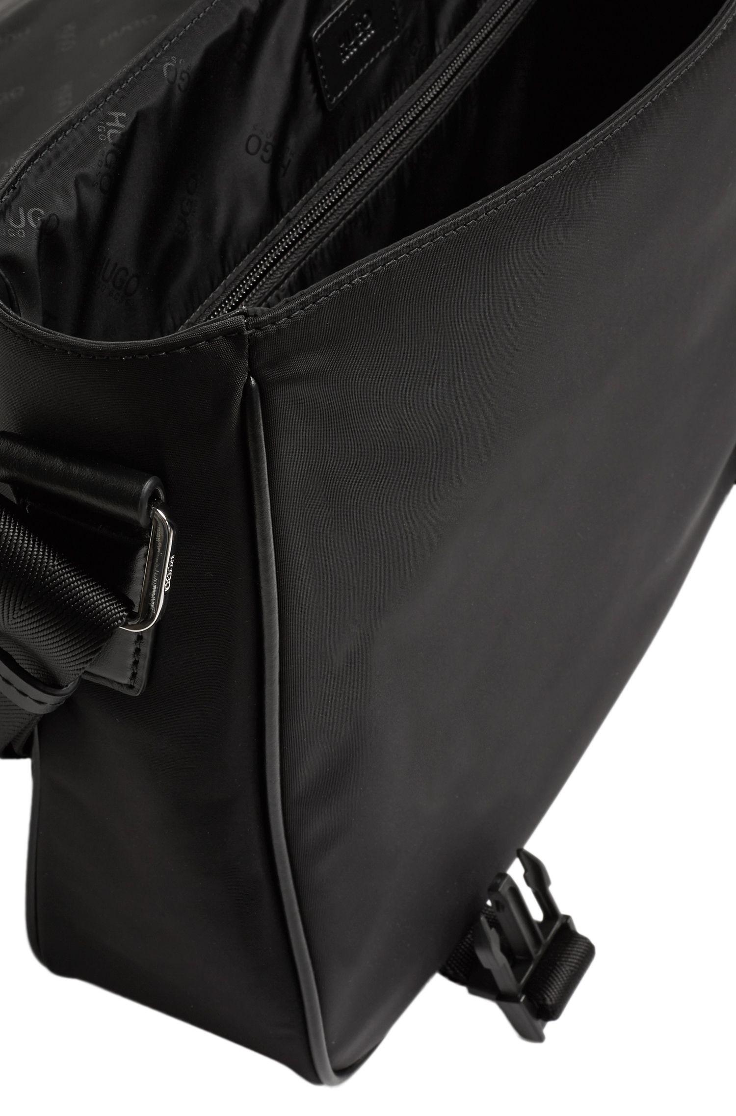 Umhängetasche mit Leder-Paspeln: 'Digital L_Mess_flap'
