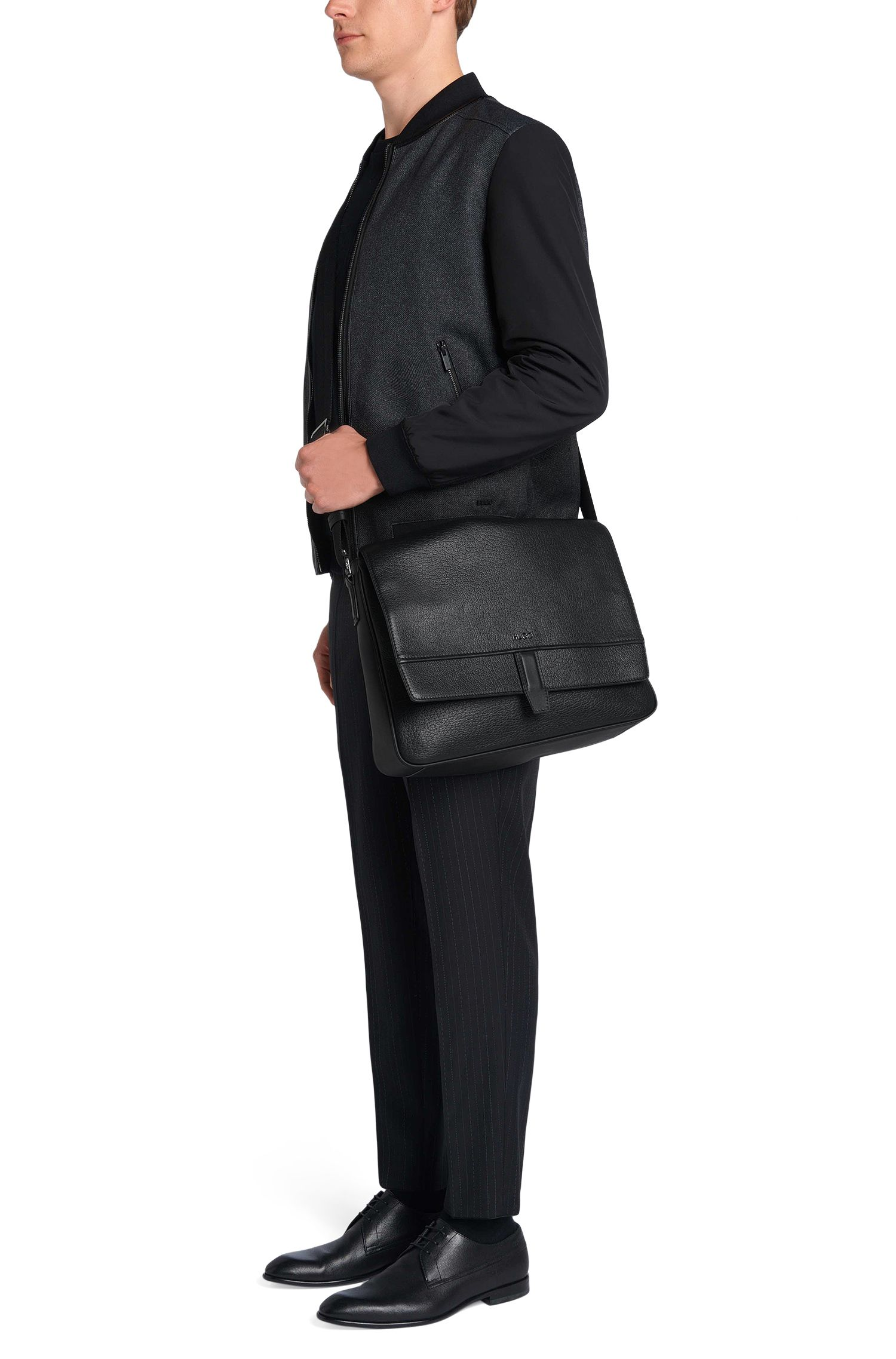 Umhängetasche aus geprägtem Leder: 'Neoclassic_Mess flap'