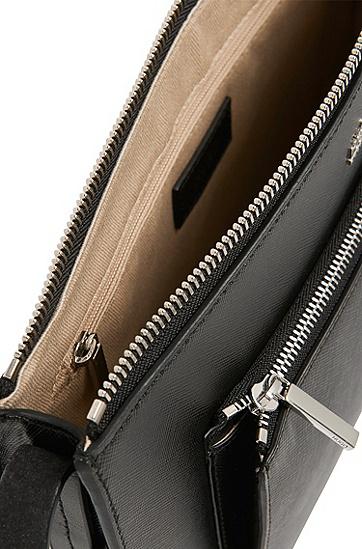 Umhängetasche aus Leder mit aufgesetztem Reißverschlussfach: 'Nilda', Schwarz