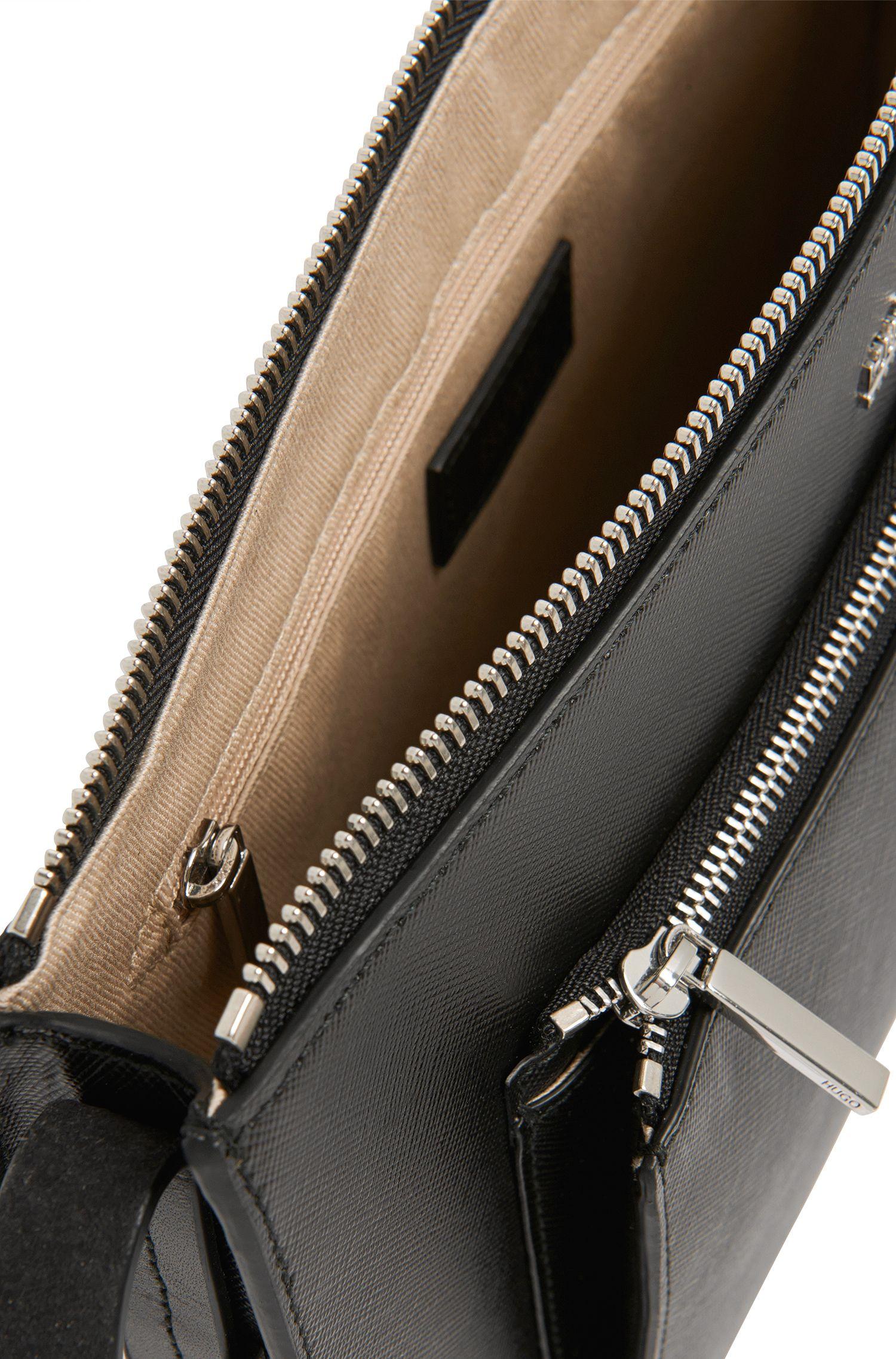 Sac en bandoulière en cuir doté d'un compartiment zippé plaqué: «Nilda»