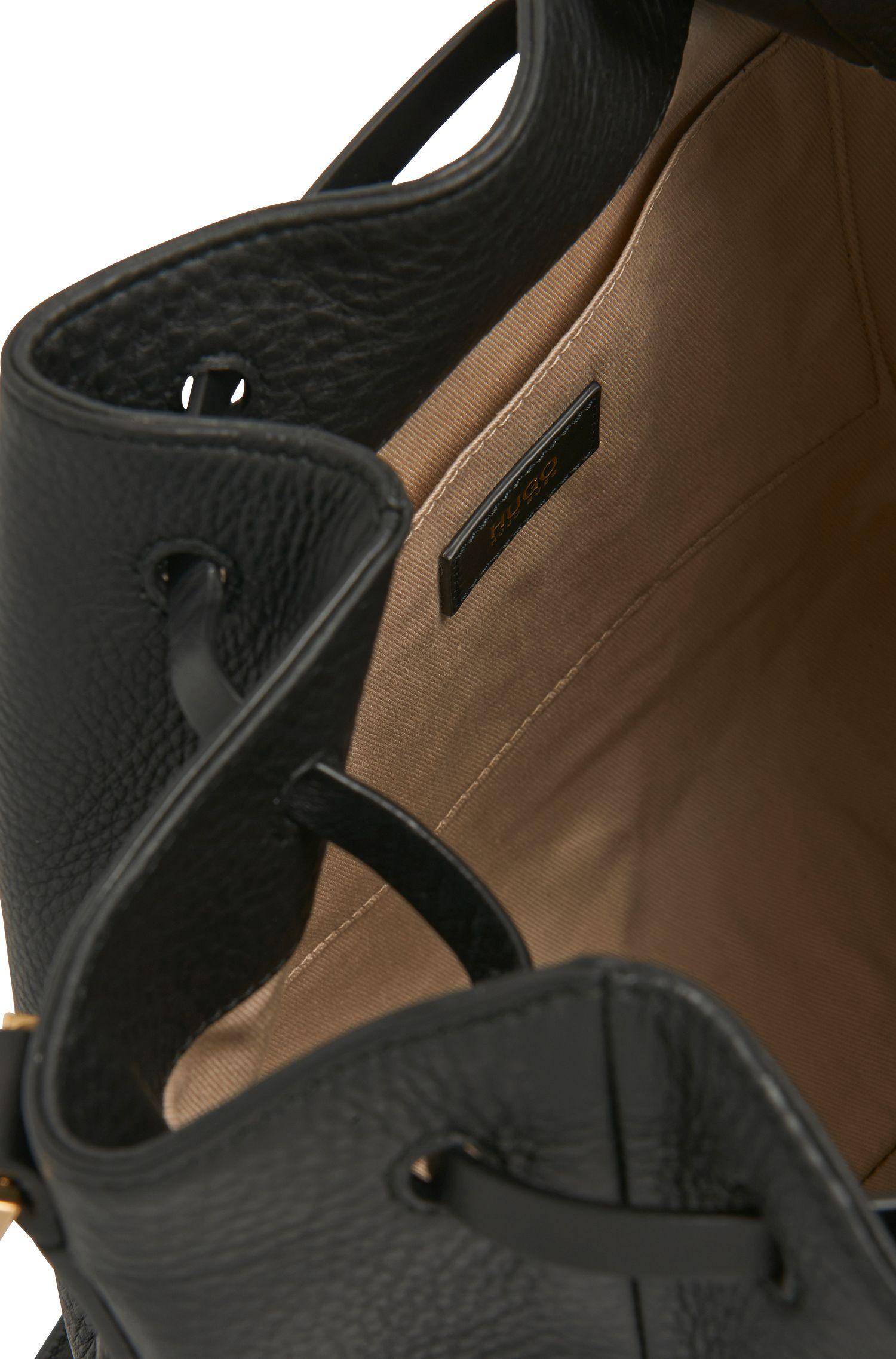 Unifarbene Umhängetasche aus Leder im Beutel-Design: 'Gaby-M'