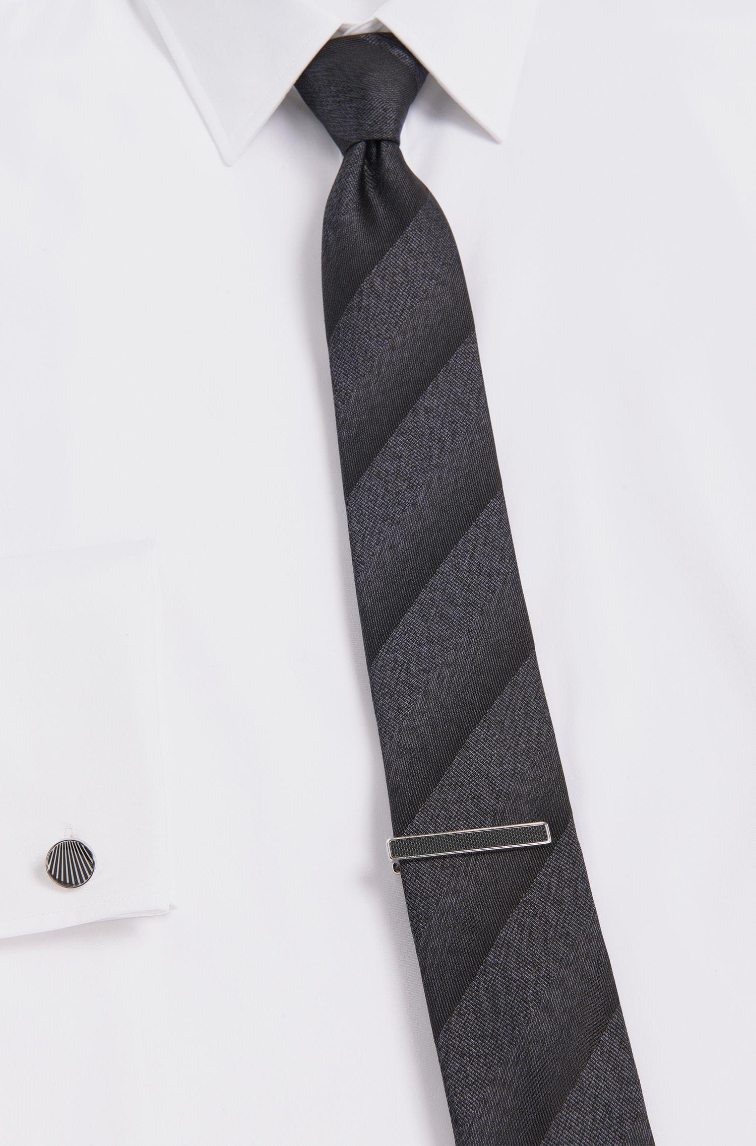 Krawattennadel aus Messing mit Micro-Textur: 'Thane'