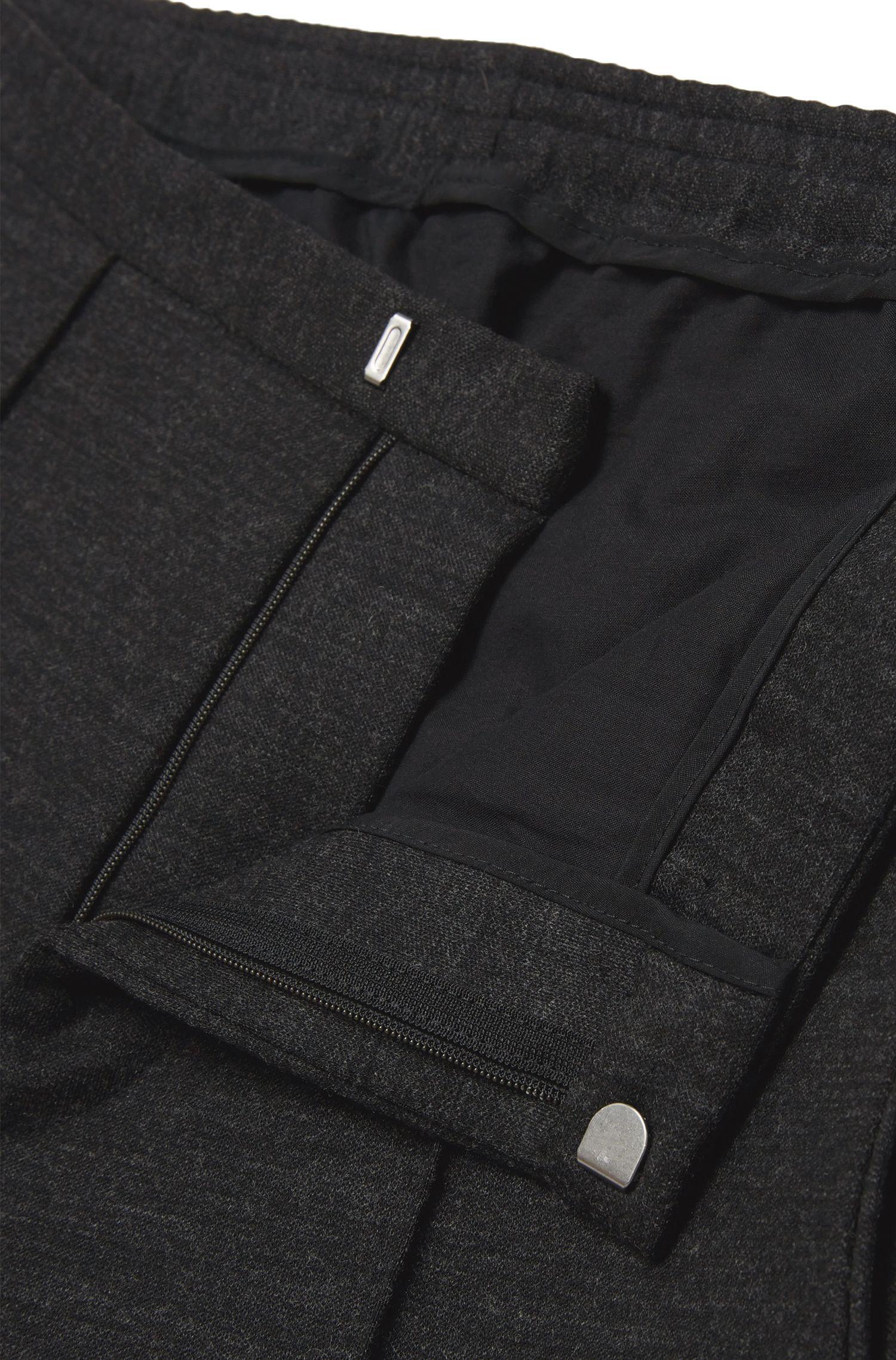 Slim-Fit Hose mit Elastikeinsatz am Bund: 'Brio'