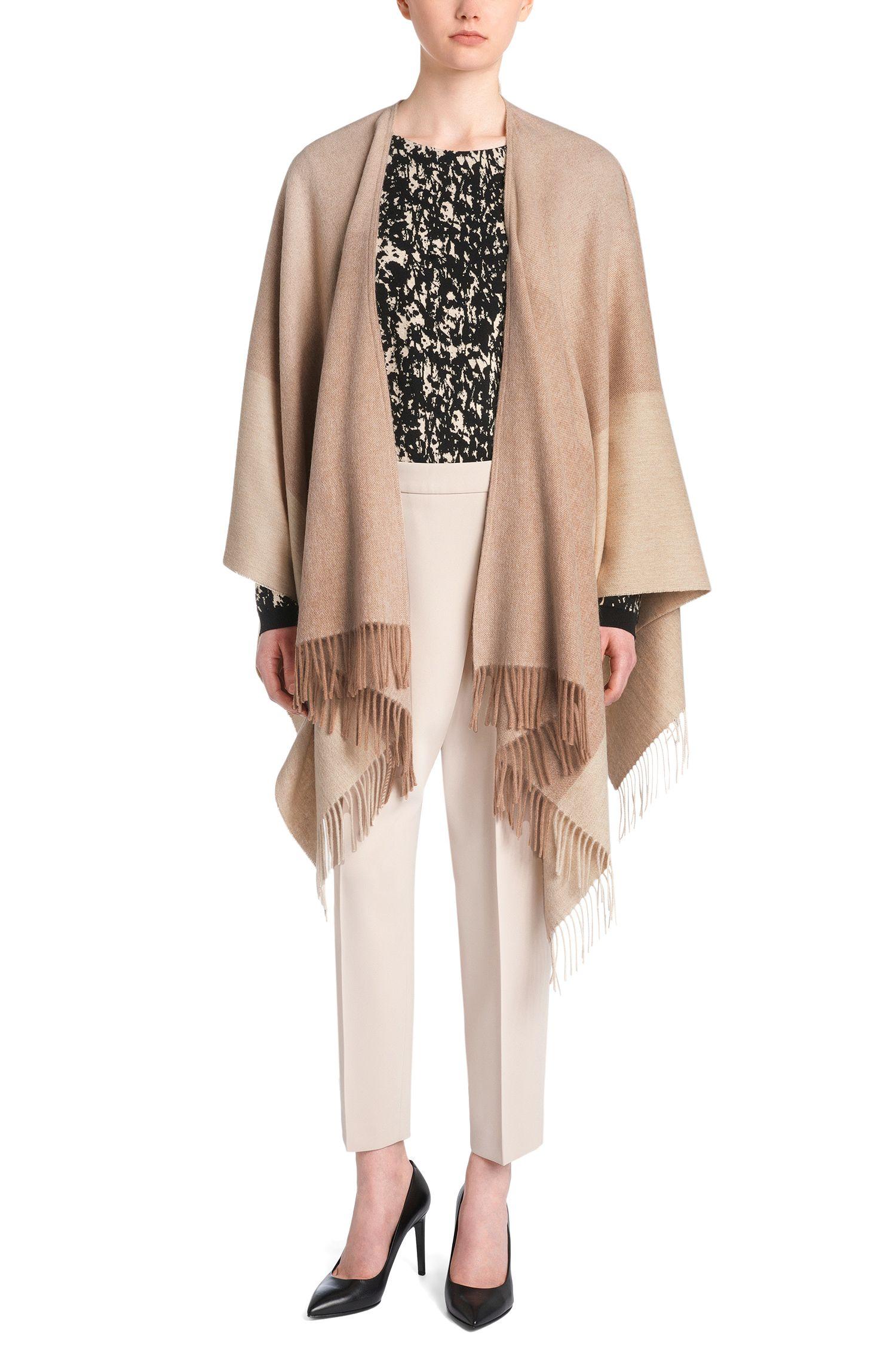 Poncho style plaid en laine vierge mélangée à teneur en cachemire: «Latricia»