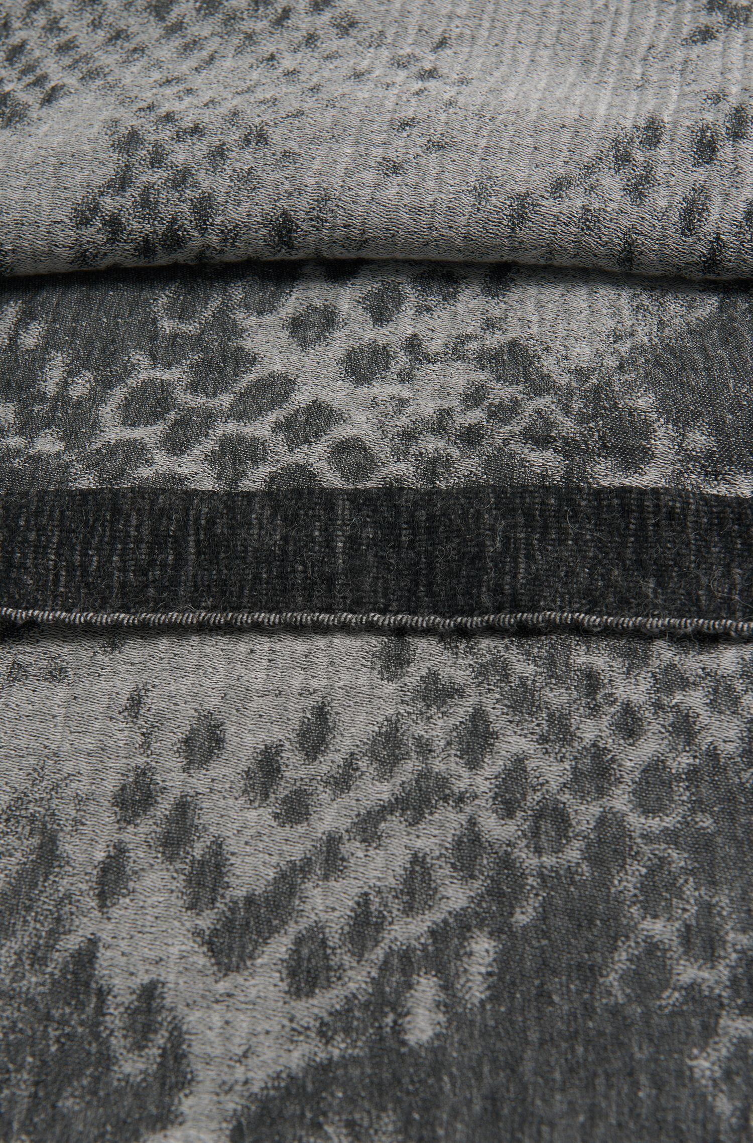 Gemustertes Tuch aus Modal-Mix mit Schurwoll- und Alpaka-Anteil: 'Lillian'