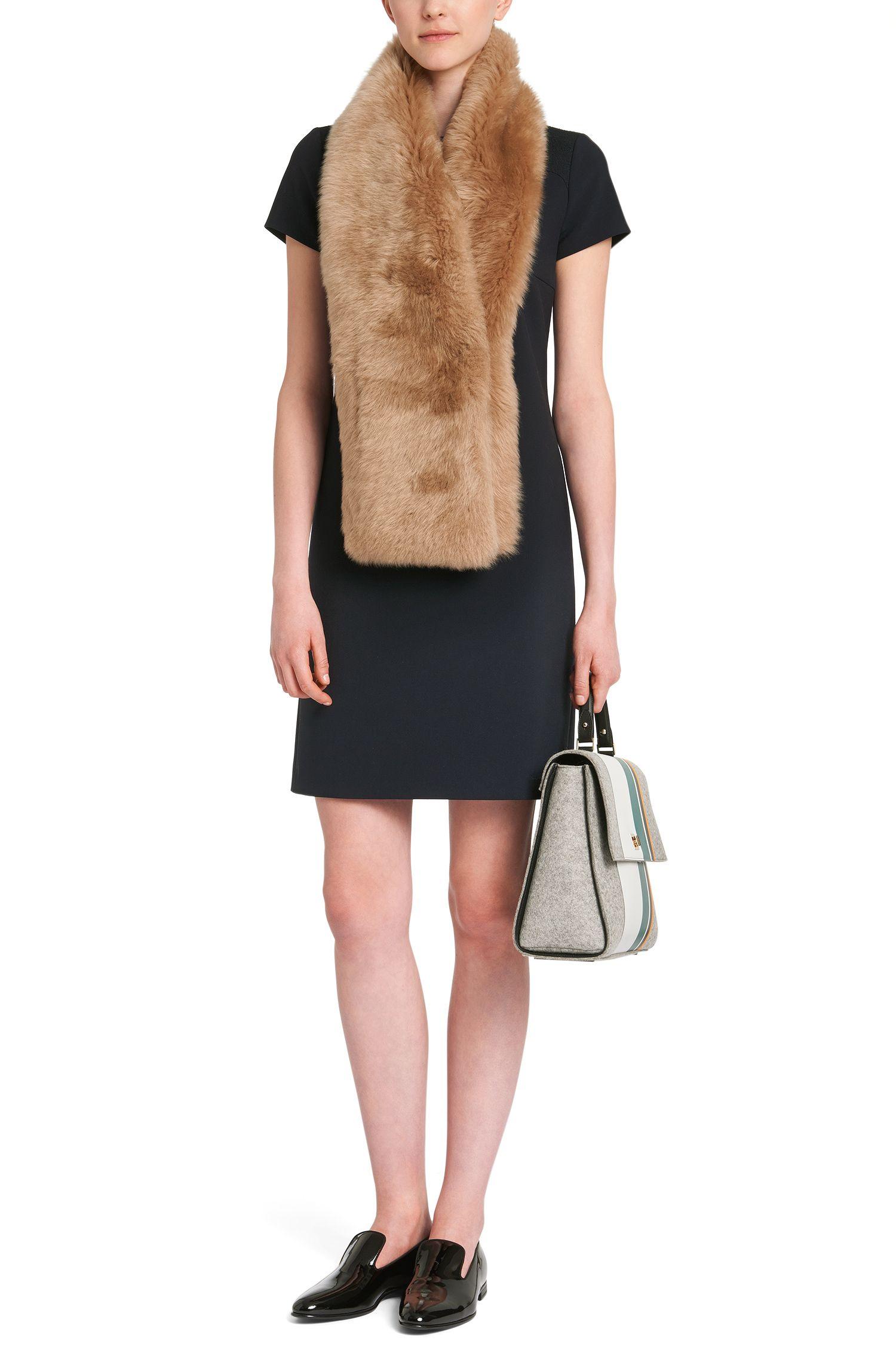 Schal aus Lammfell mit Eingrifftasche: 'Scapie'