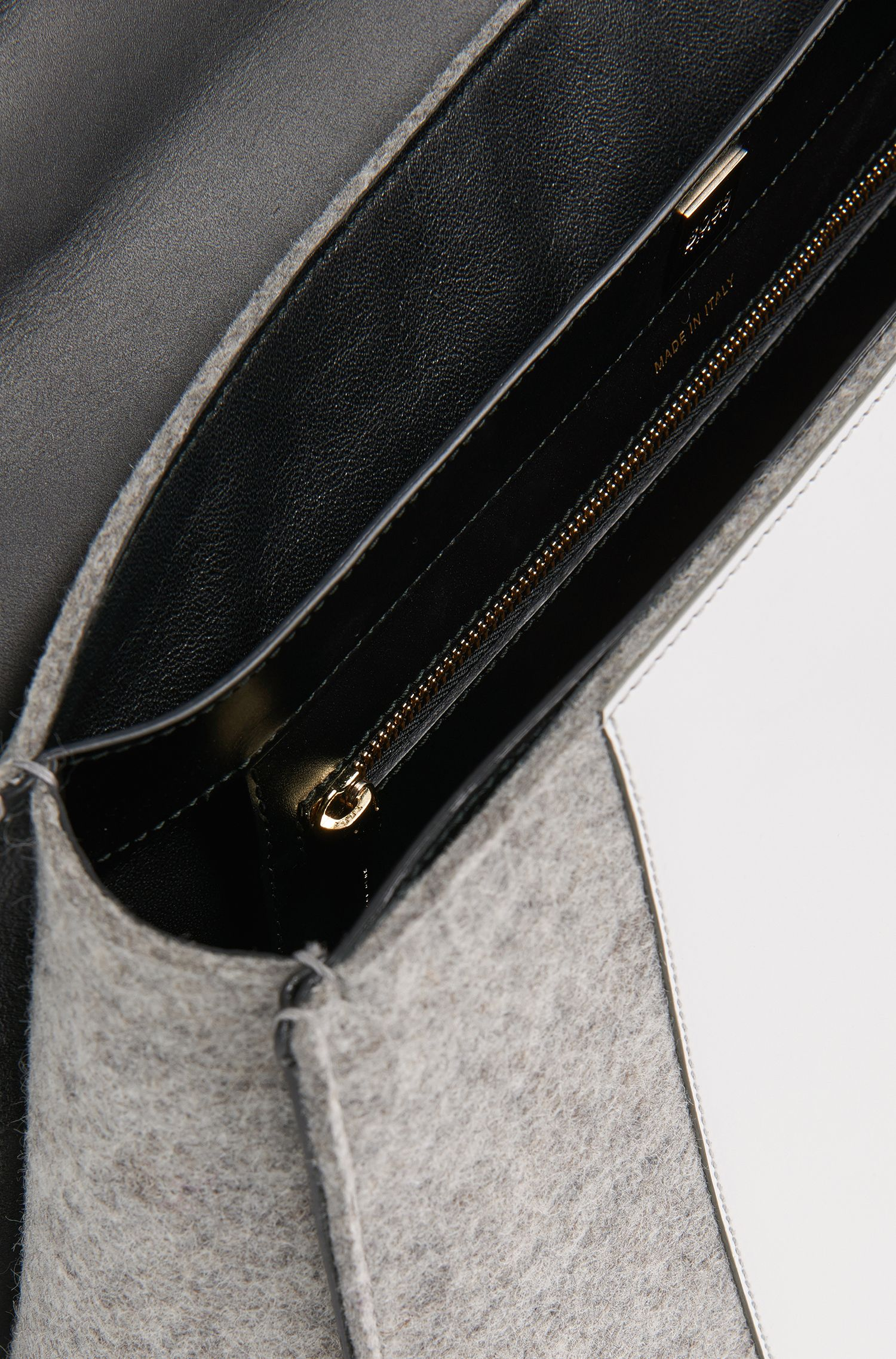 BOSS Bespoke Tasche aus Filz mit Lederbesatz