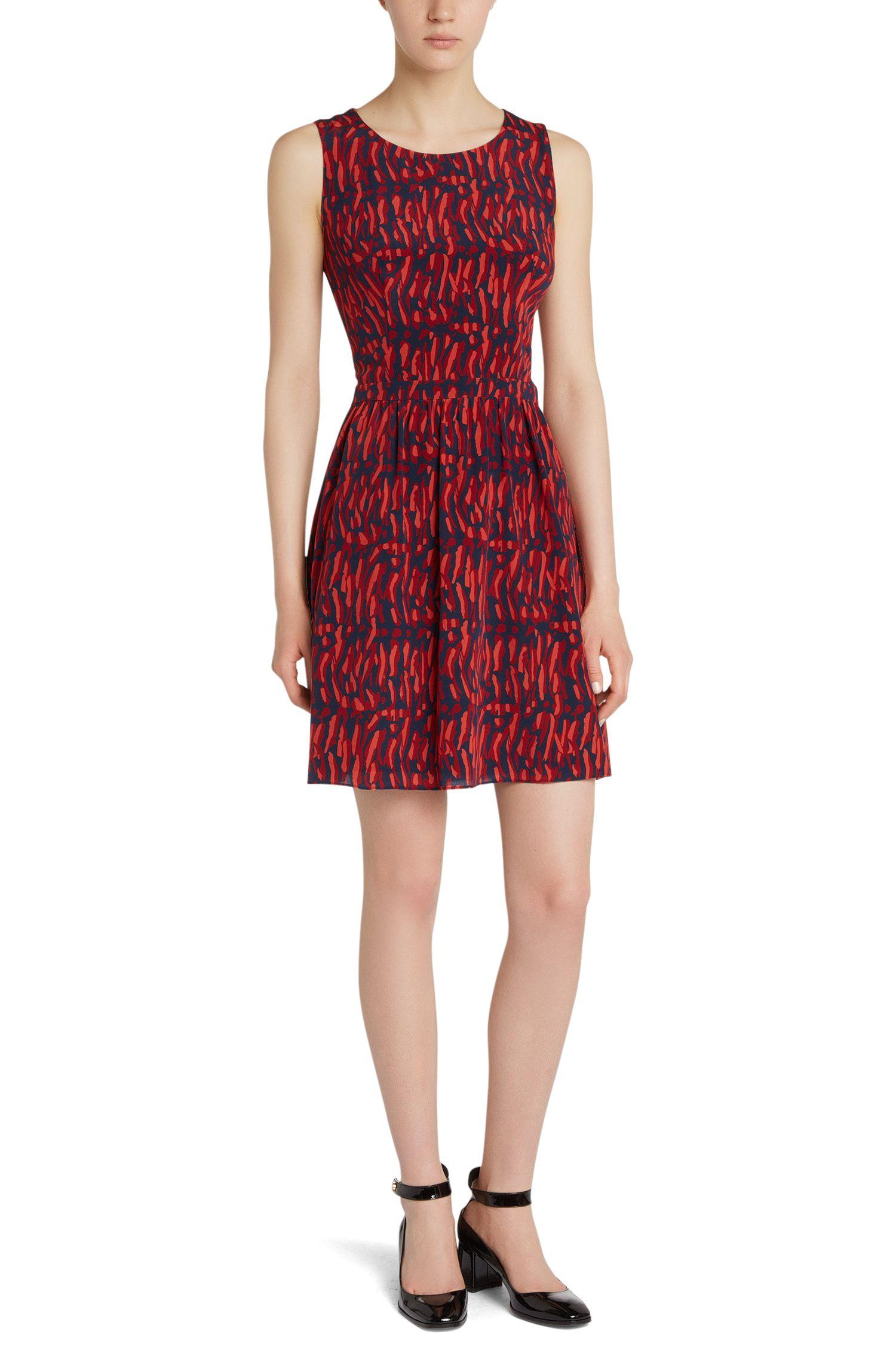 Mouwloze, zijden jurk met all-over dessin: 'Kevera'
