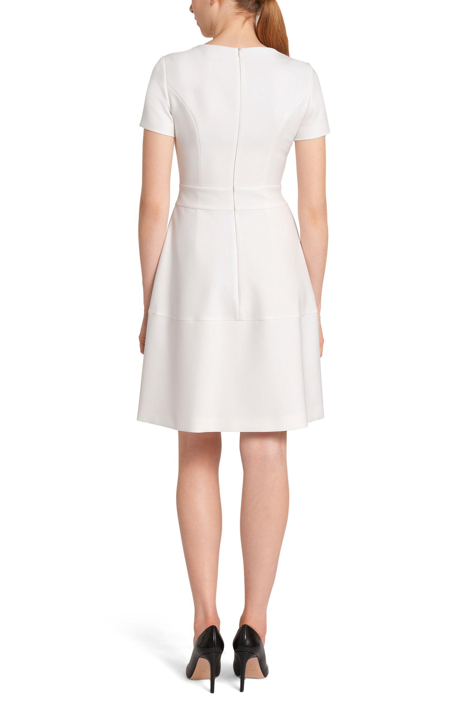 Knieumspielendes Kleid mit Kellerfalten: 'Kolines'