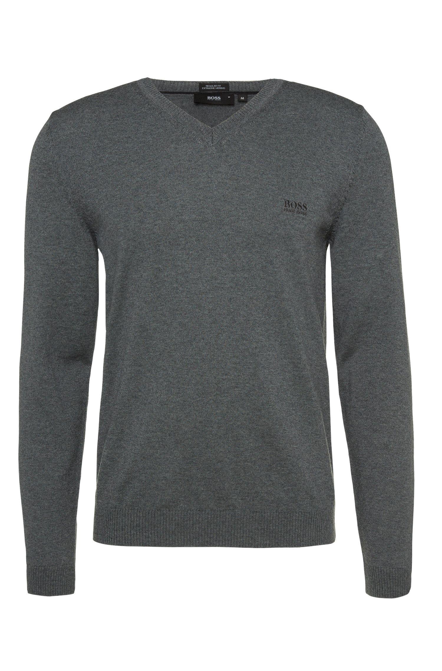 Pullover in maglia fine in lana vergine con scollo a V: 'Batisse-B'
