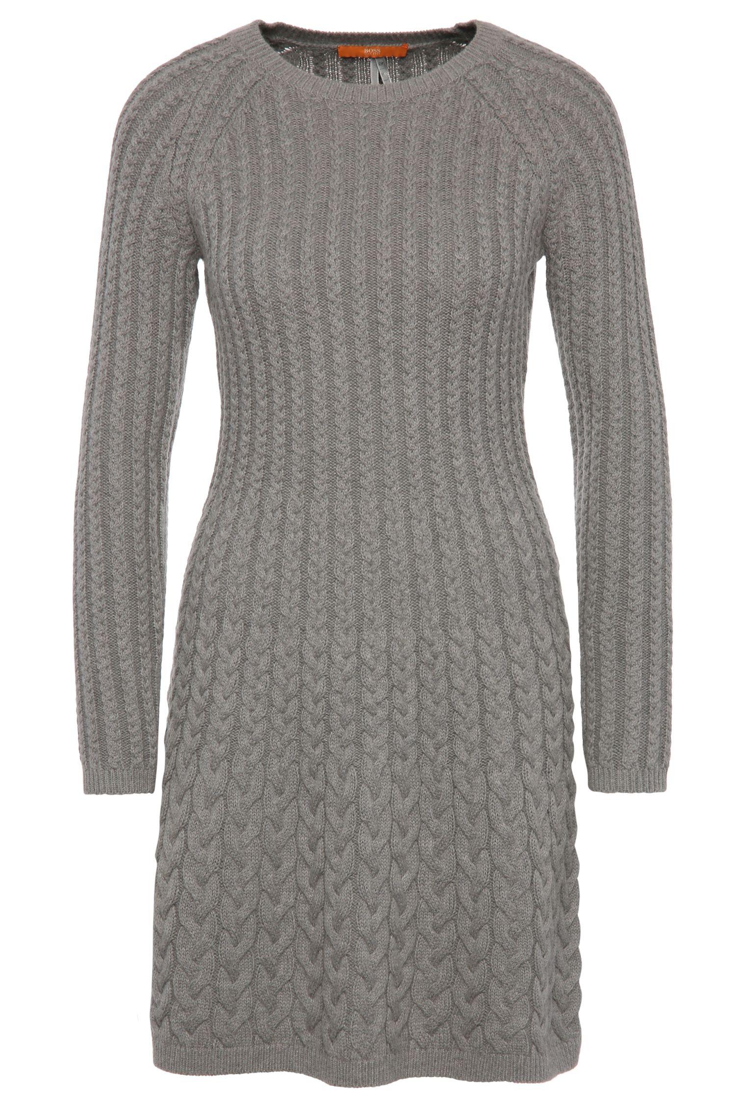 Korte gebreide jurk van een materiaalmix met scheerwol en alpaca: 'Wedenas'