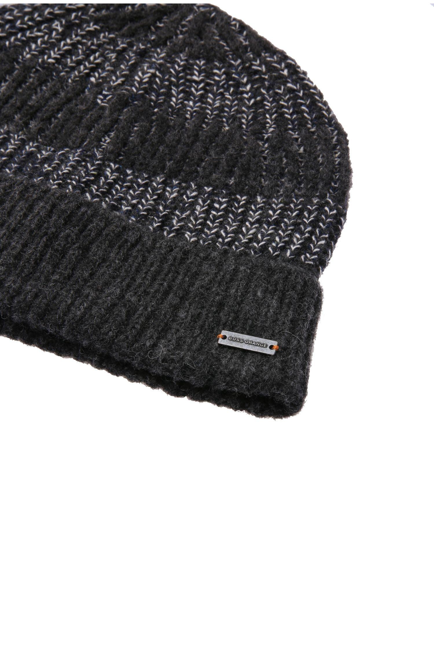 Bonnet en mélange de matières avec de la laine, de l'alpaga, de la viscose et de la soie: «Kreany»