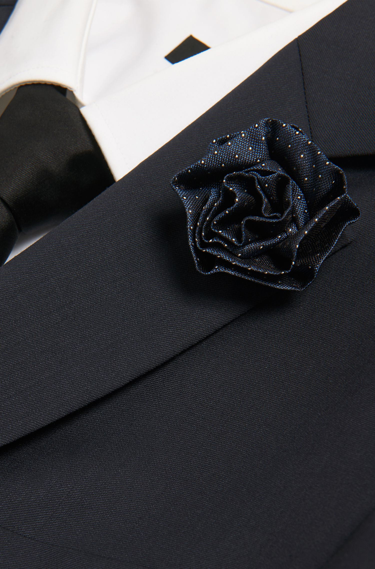 Anstecknadel aus Messing mit Seidenblüte: 'Silk brooch'