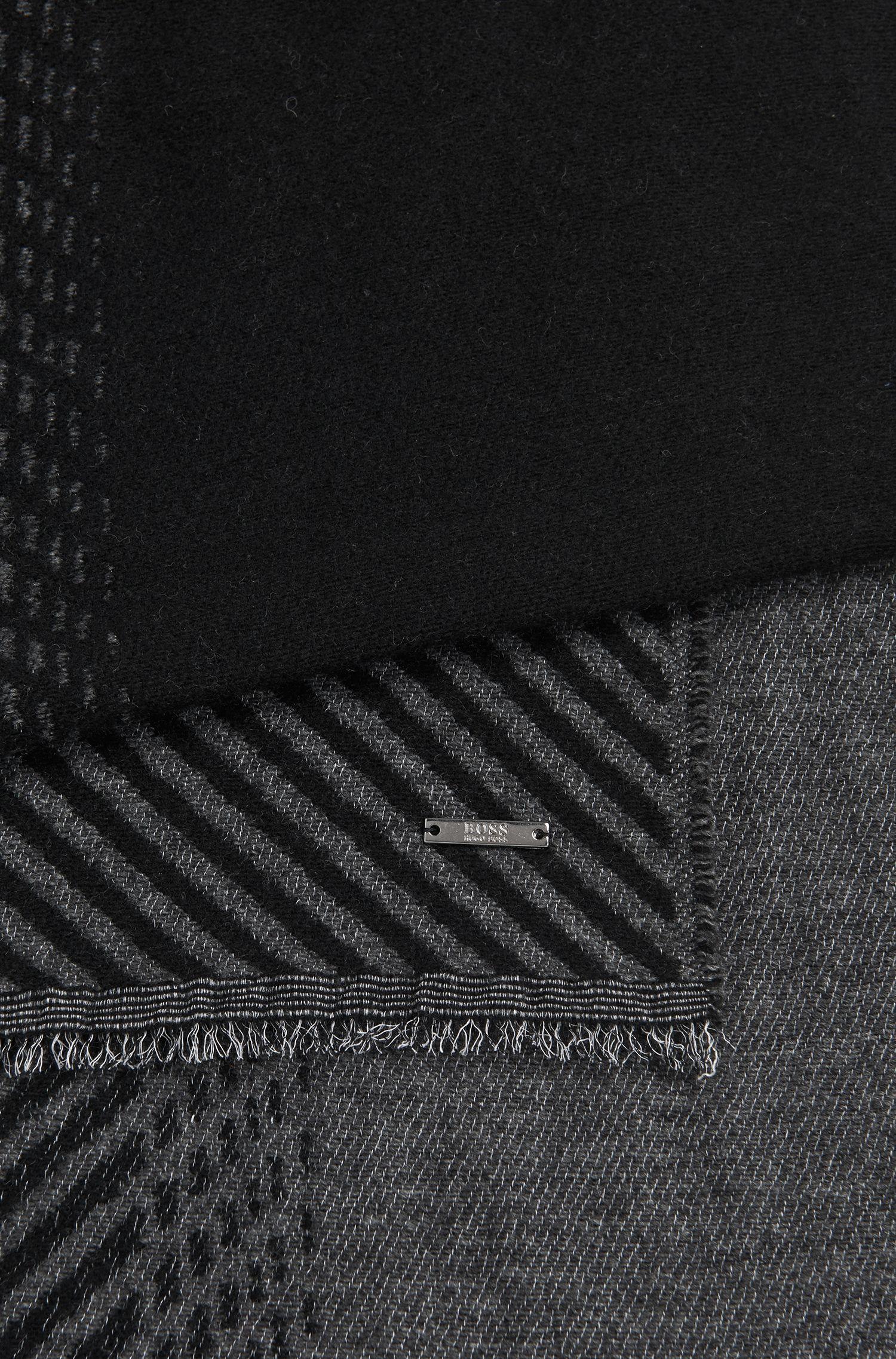 Tweekleurige sjaal van een scheerwolmix met kasjmier: 'Punteos'