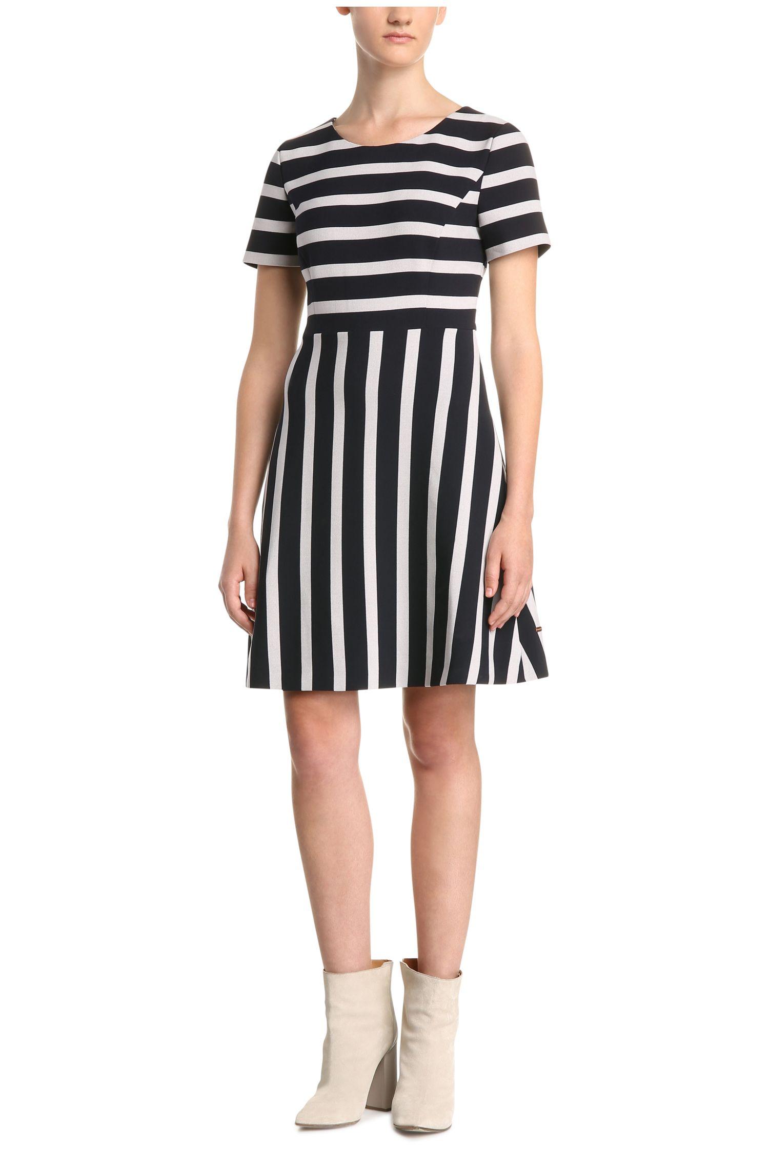 Gestreepte regular-fit jurk van een materiaalmix met viscose: 'Amody'
