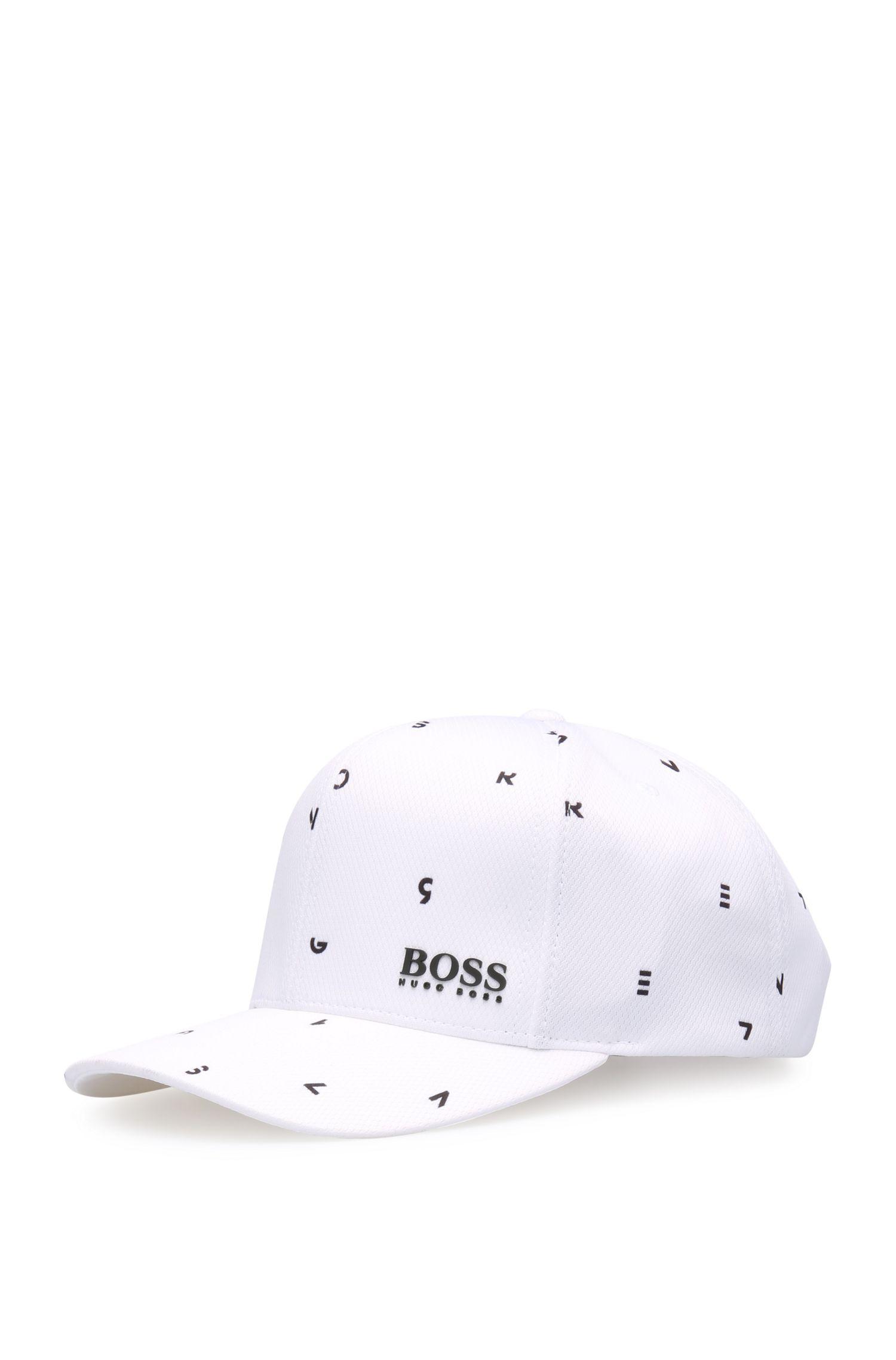 Cappellino stampato in materiale finemente testurizzato: 'Cap-Typografic'