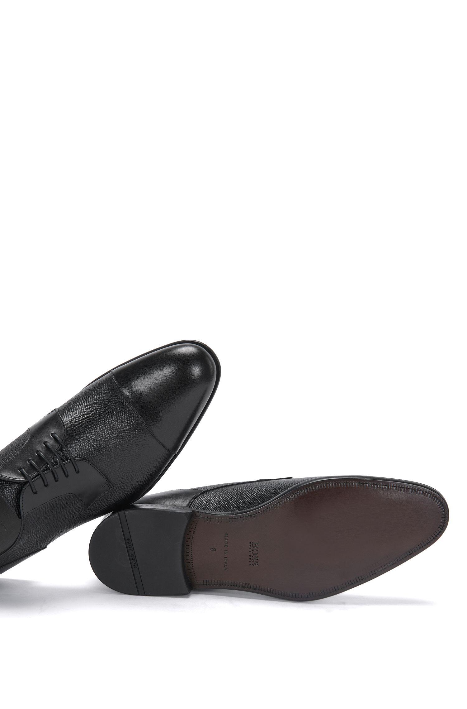 Schnürschuhe aus Leder mit partieller Prägung: 'Manhattan_Derb_prct'