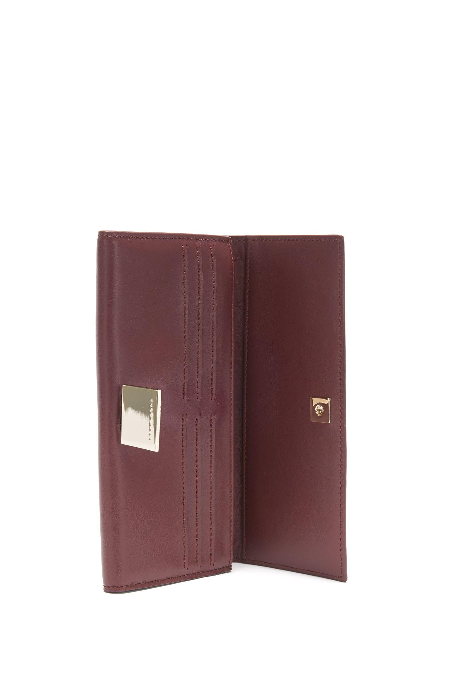 Geldbörse aus Leder mit dekorativem Verschluss: 'Munich Continental-M'