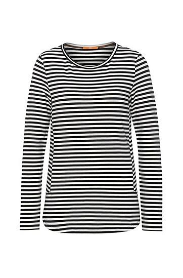 Artikel klicken und genauer betrachten! - Ein raffiniertes Sweatshirt wie dieses gestreifte von BOSS Orange darf in der Garderobe der trendbewussten Frau nicht fehlen. Der softe Mix aus Viskose, Baumwolle und Elasthan-Anteil verspricht ein herrlich angenehmes Tragegefühl. Durch den taillierten Schnitt mit individuellen Seitennähten wirkt das Damen-Sweatshirt lässig und feminin zugleich. | im Online Shop kaufen