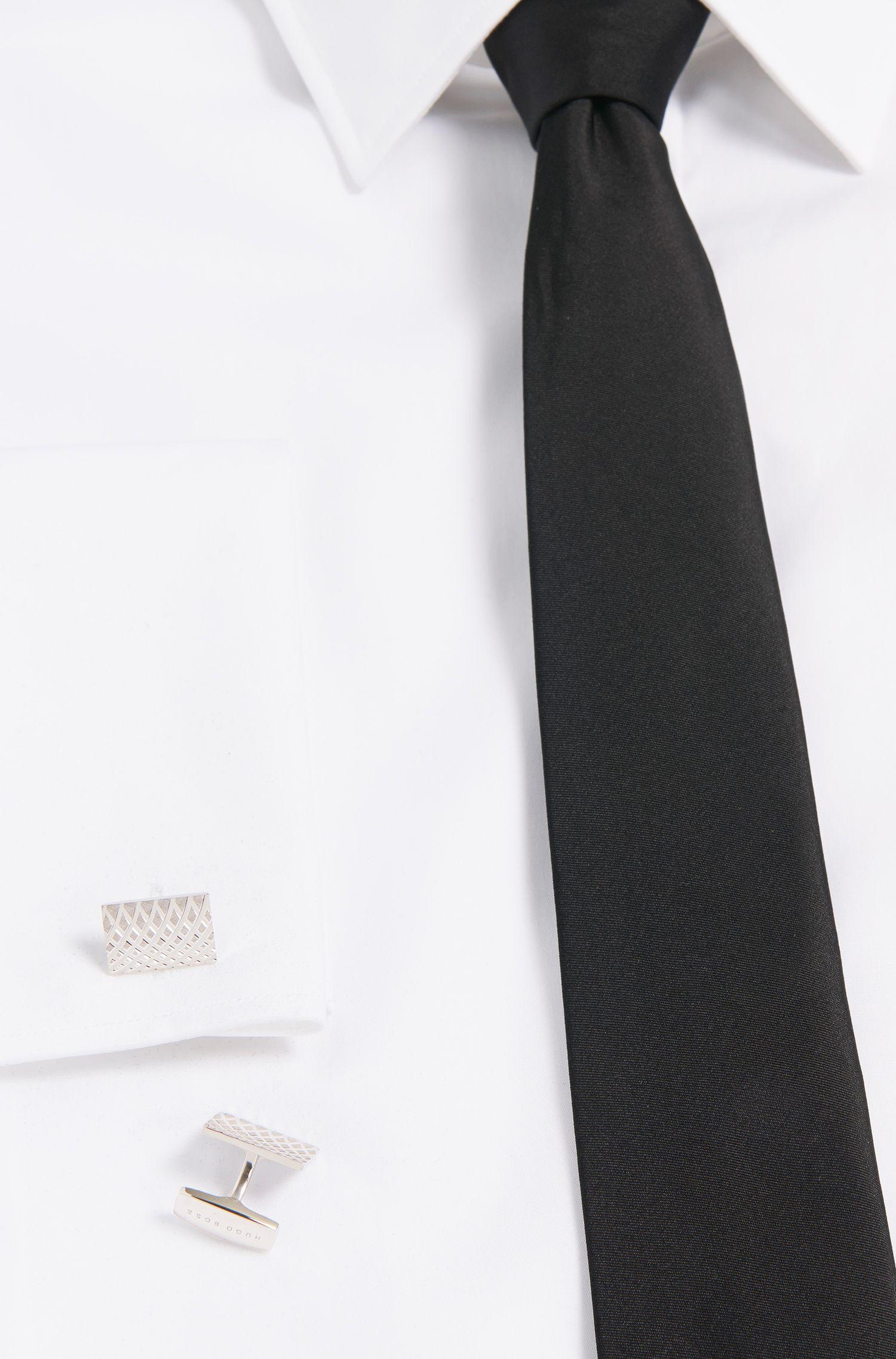 Tailored Manschettenknöpfe aus Messing mit feinen Gravuren: 'T-Nikolas'