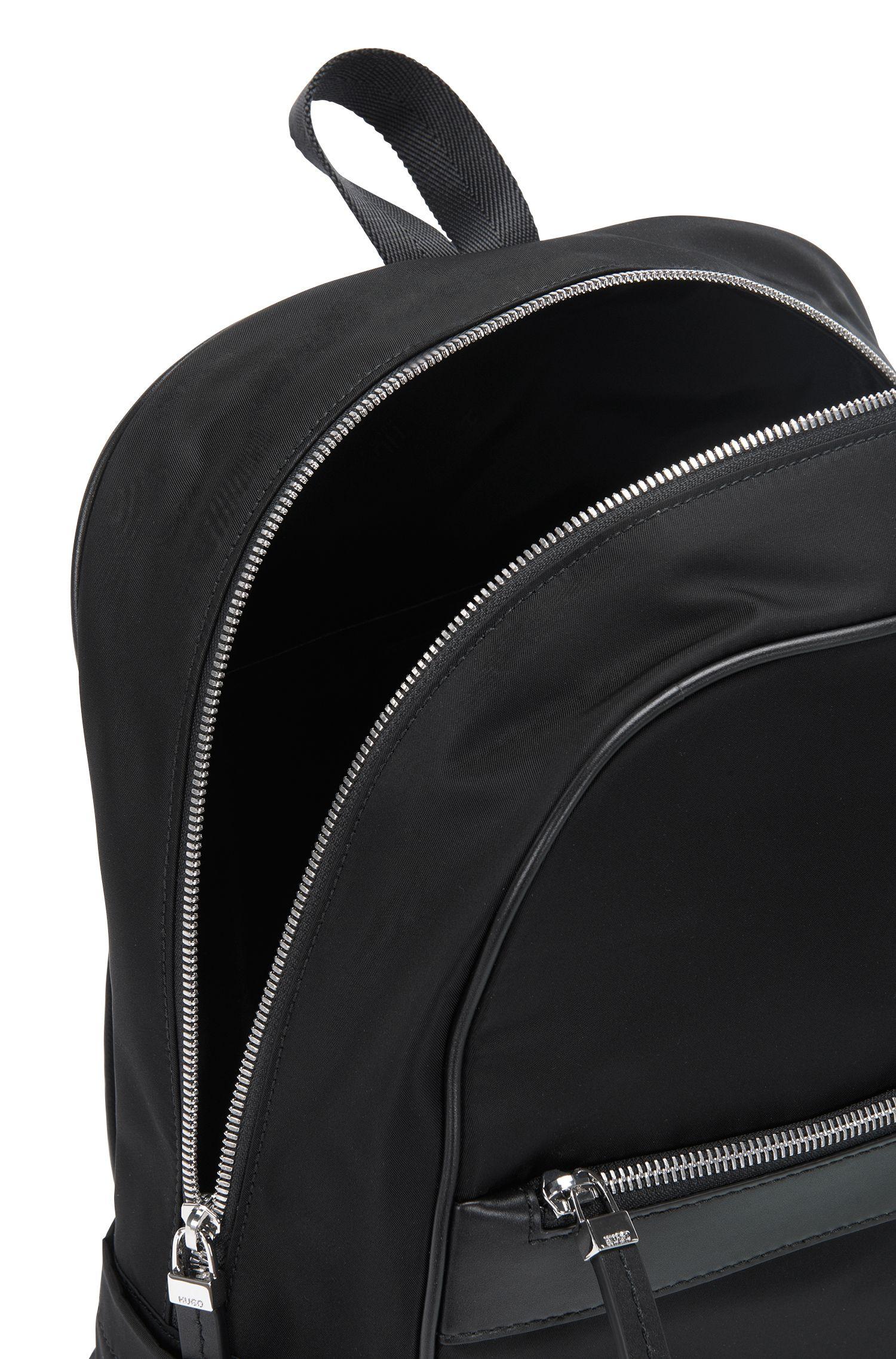 Rugzak met ziparound-ontwerp en leerdetails: 'Digital L_Backp S17'