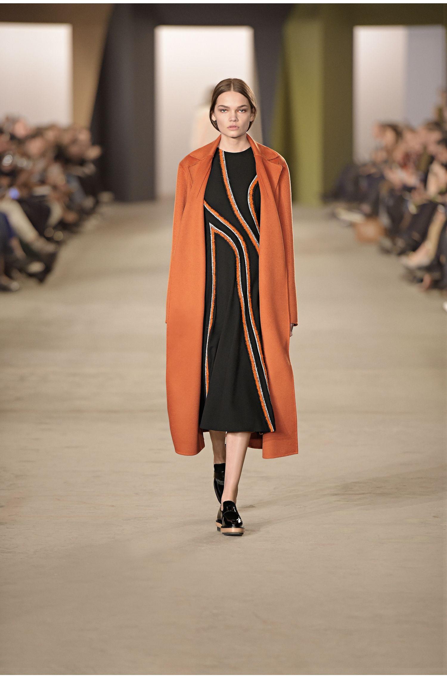Robe en laine à empiècements brodés de l'Édition Runway: «FS_Derici»