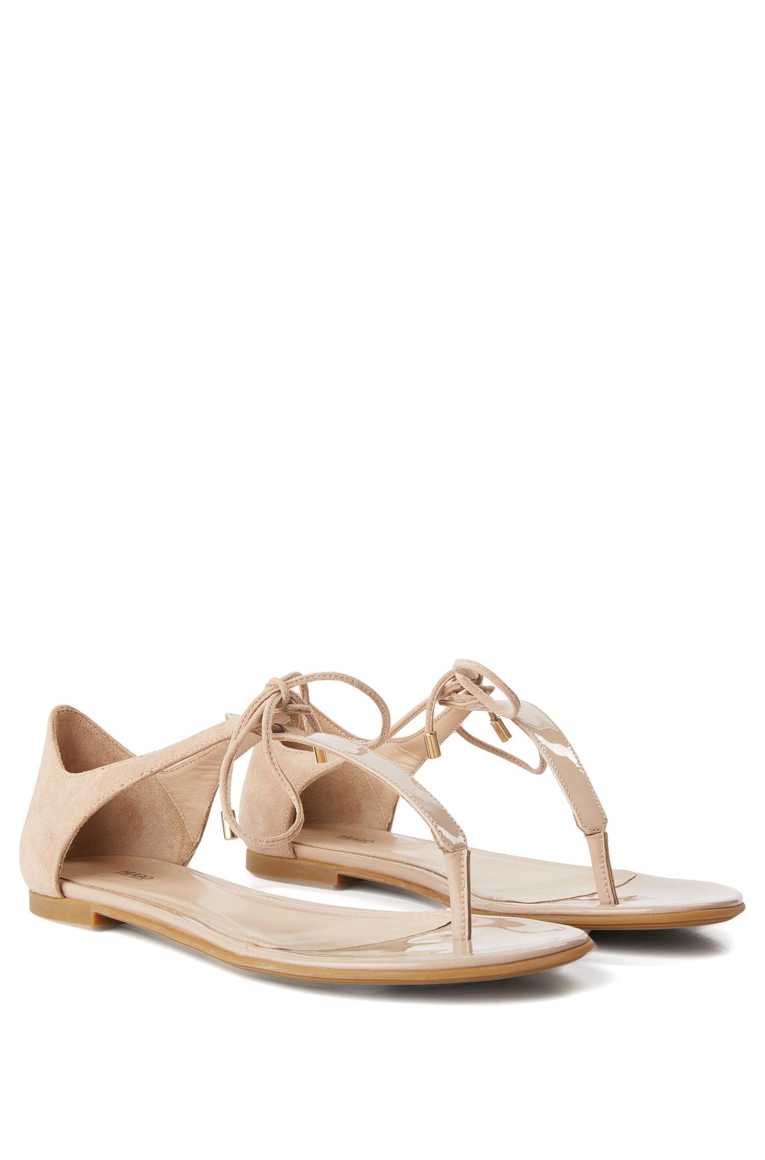 Sandales entredoigts en cuir avec détail lacé: «Felicity»