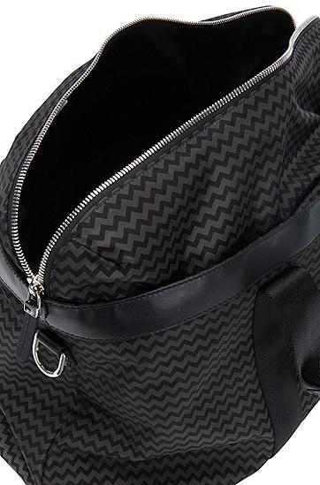 Weekender mit Leder-Details und Chevron-Print: 'Digital L_H hold P', Gemustert