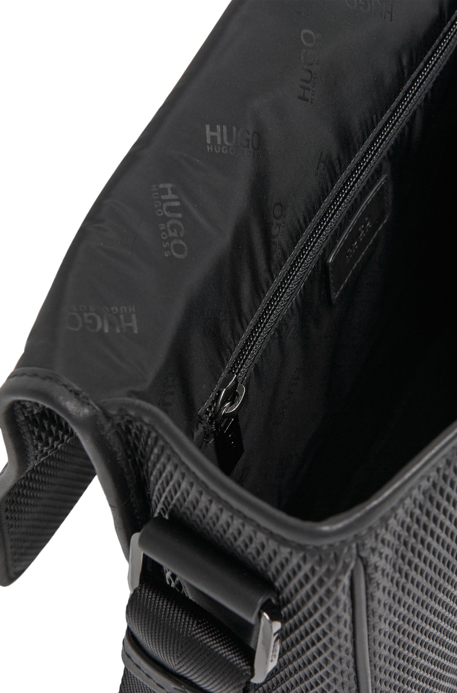 Umhängetasche aus strukturiertem Leder: 'Future_NS flap'