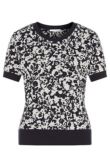 Artikel klicken und genauer betrachten! - Ein florales Allover-Muster prägt das Design des BOSS Jersey-Shirts für Damen. Die softe Verarbeitung aus einem Baumwoll-Mix mit Viskose-Anteil verspricht einen angenehmen Tragekomfort. Vielseitig kombinierbares Basic für Ihre Casual-Garderobe. | im Online Shop kaufen