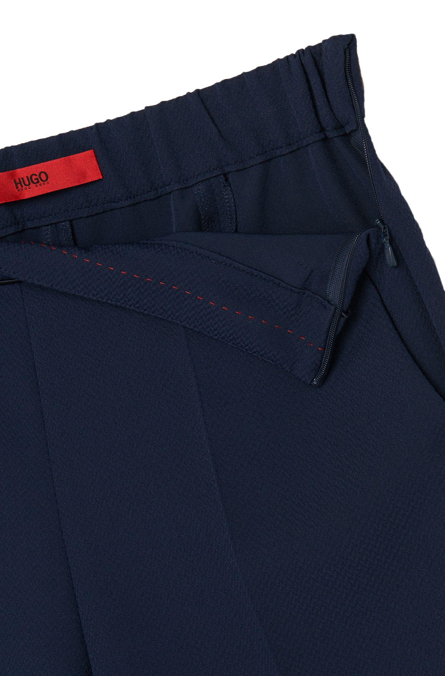Gestructureerde broek met elastische band en scherpe vouwen: 'Hinomi'