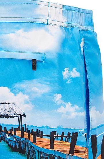 饰以照片印花的中长款泳裤,  480_淡蓝色