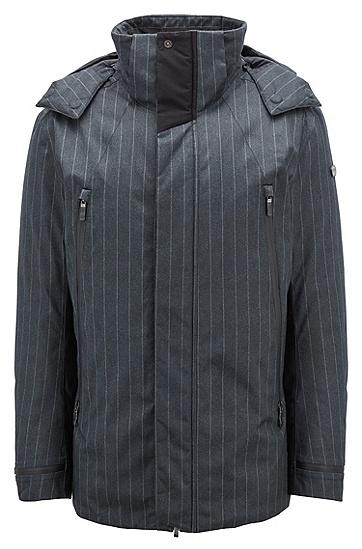 饰以细条纹图案的羽绒服,  010_炭黑色