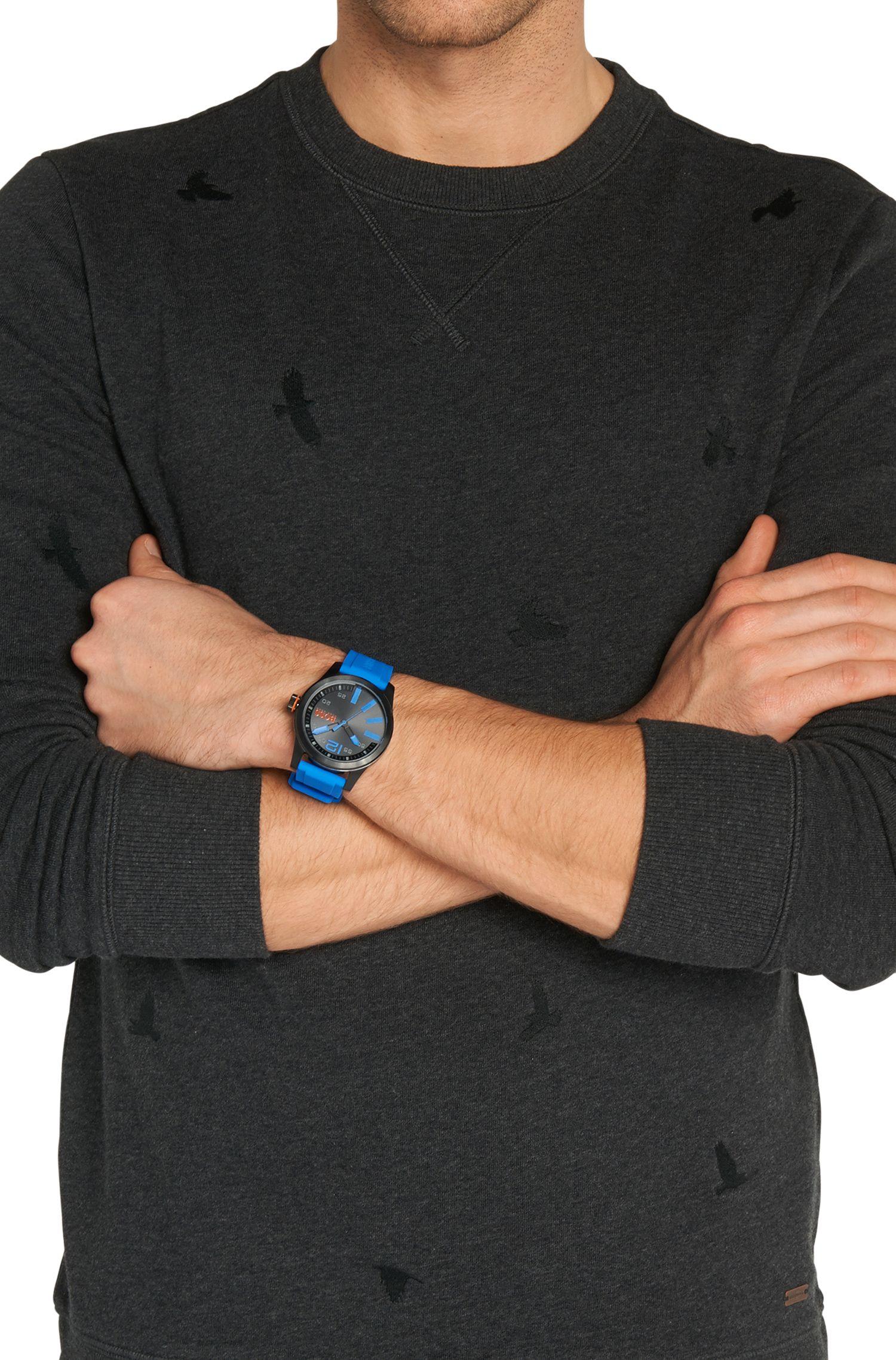 Armbanduhr mit geschwärztem Edelstahlgehäuse und zentraler Sekunde: 'HB2071'