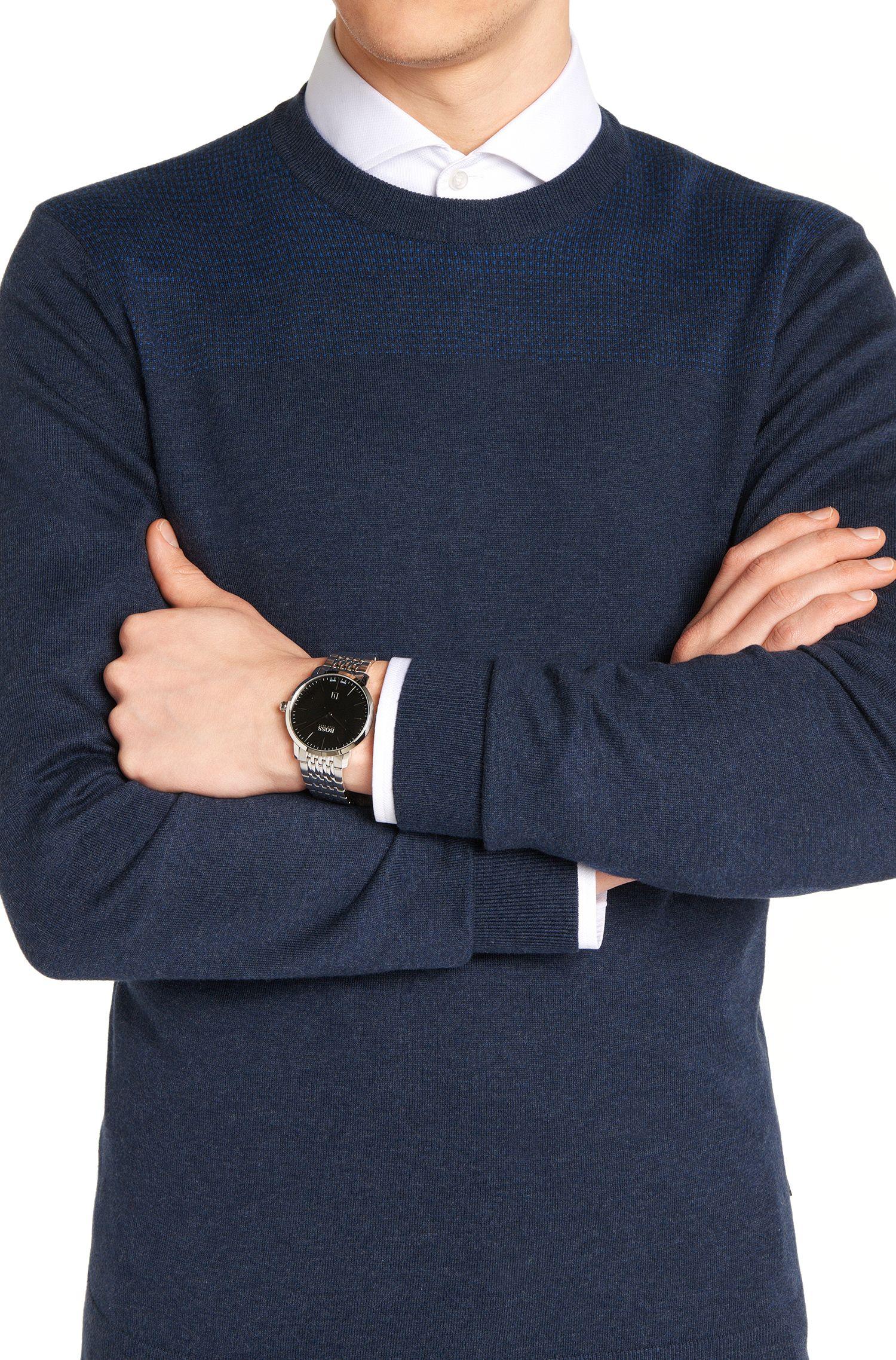 Montre à deux aiguilles en acier inoxydable dotée d'un bracelet à maillons: «Signature Timepiece »
