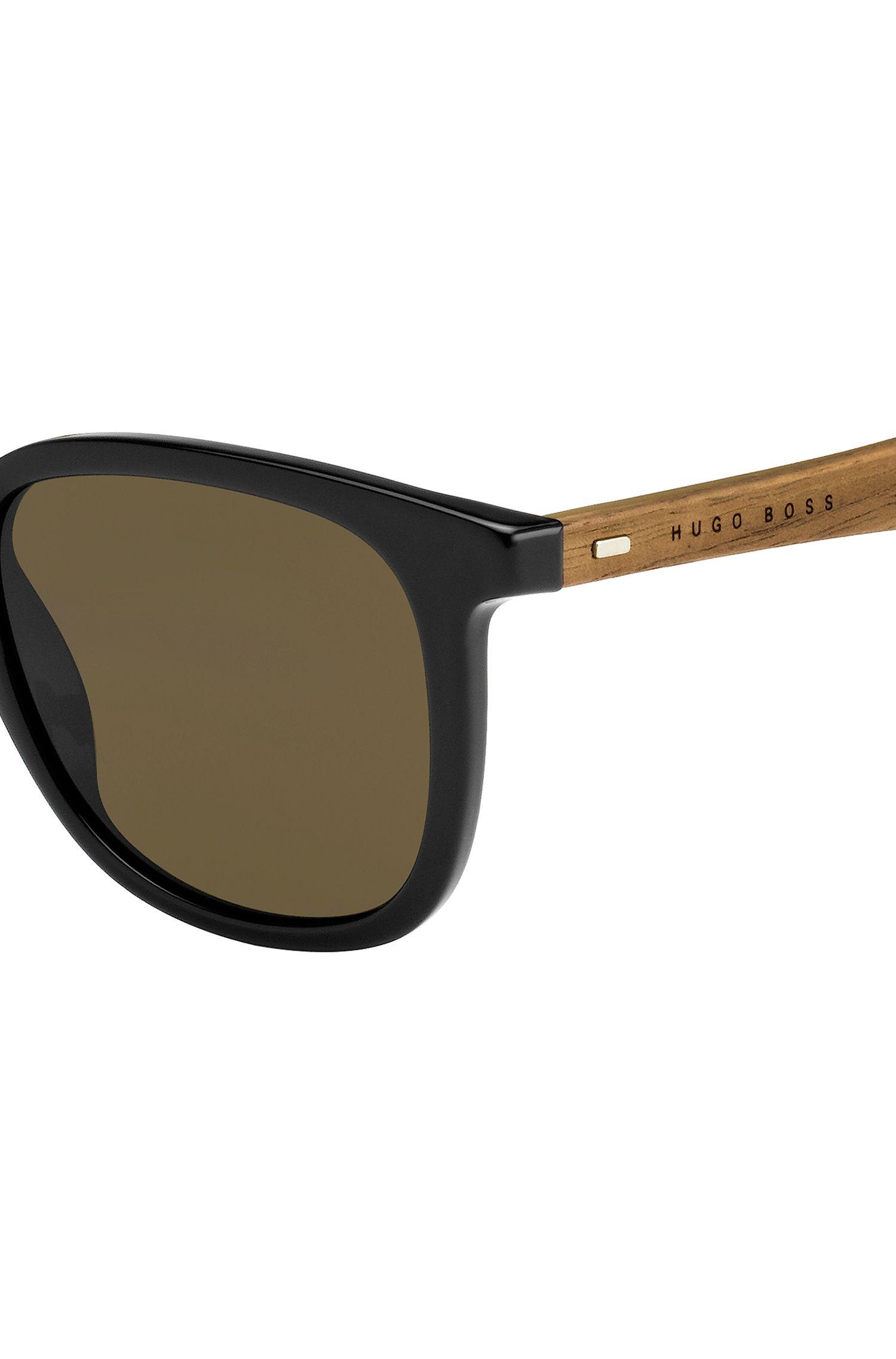 Sonnenbrille mit abgerundeter Vollrandfassung und Holzbügeln: 'BOSS 0843/S'