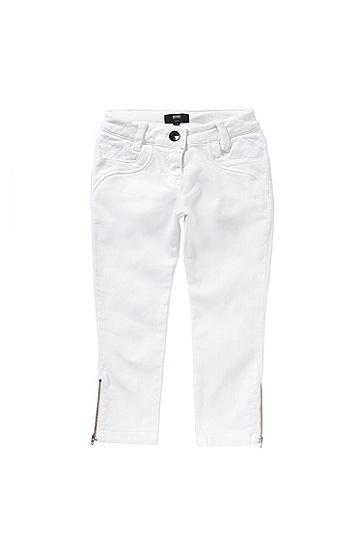 Artikel klicken und genauer betrachten! - Schmal geschnittene BOSS Jeans aus elastischem Baumwoll-Denim für Mädchen. Ein rautenförmig strukturierter Einsatz unterhalb des Bunds und dekorative Zipper an den Beinabschlüssen akzentuieren das Design der Hose. Der verstellbare Innenbund verspricht eine besonders angenehme Tragequalität. Für modebewusste Girls genau das Richtige.   im Online Shop kaufen