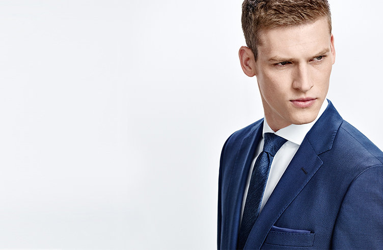 Model with blue patterned HUGO BOSS tie. Combined with blue suit and white shirt.