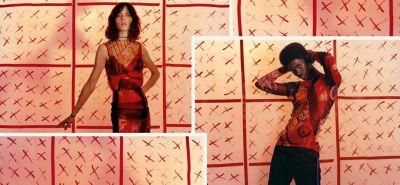 Vrouwelijk model draagt kleurige, transparante jurk en mannelijk model draagt kleurig, transparant overhemd van HUGO